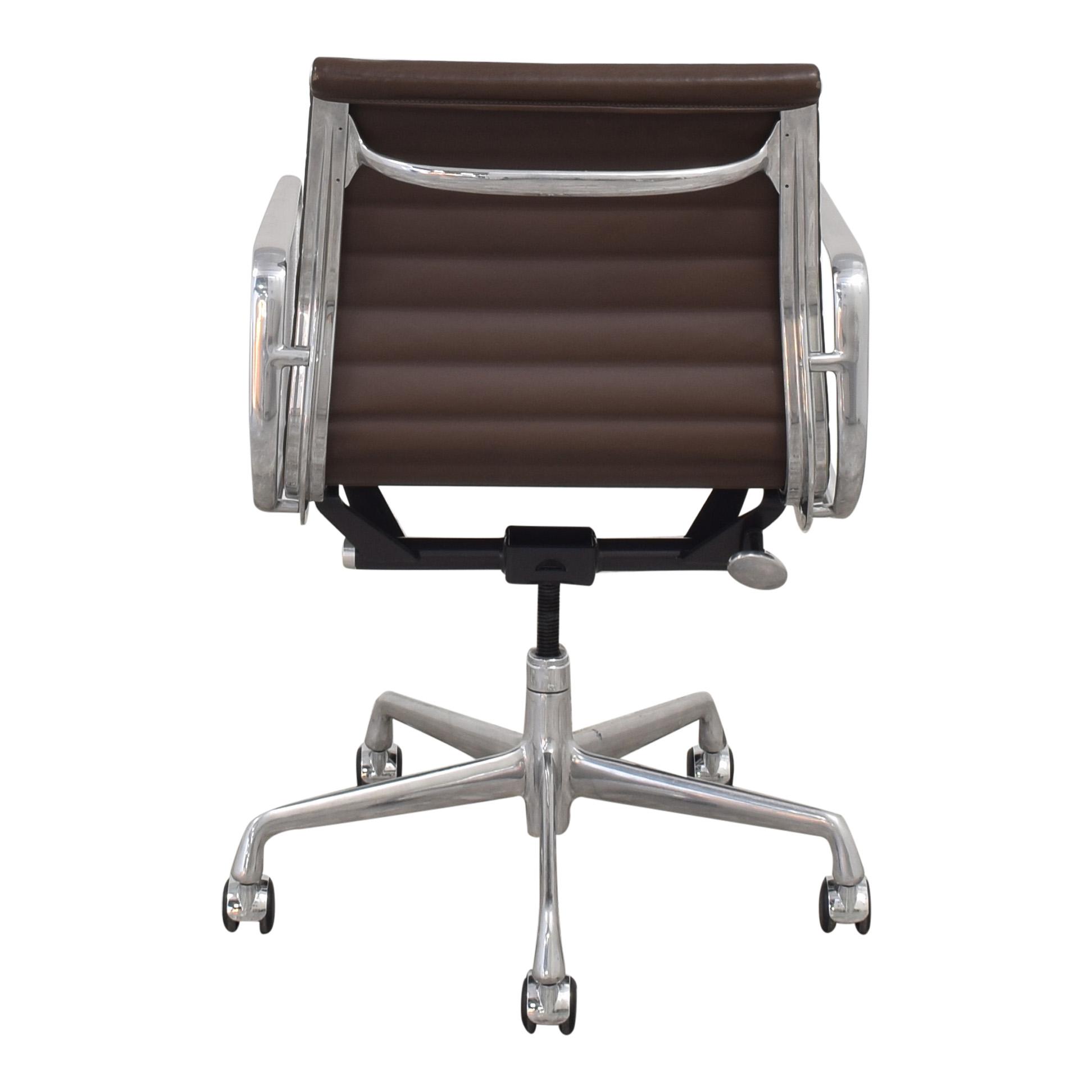 Herman Miller Herman Miller Eames Aluminum Group Management Chair brown & silver