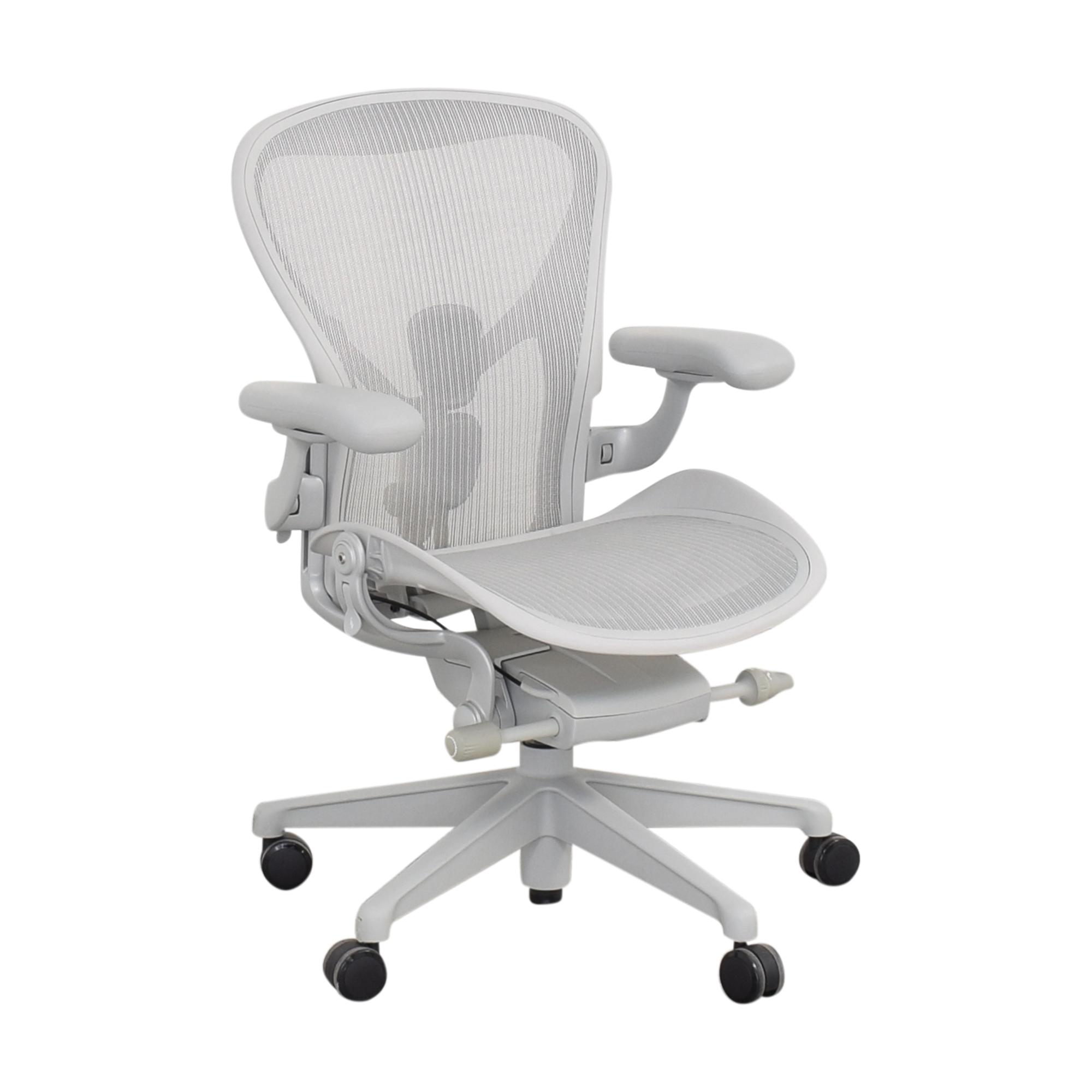 Herman Miller Herman Miller Size B Aeron Chair light grey