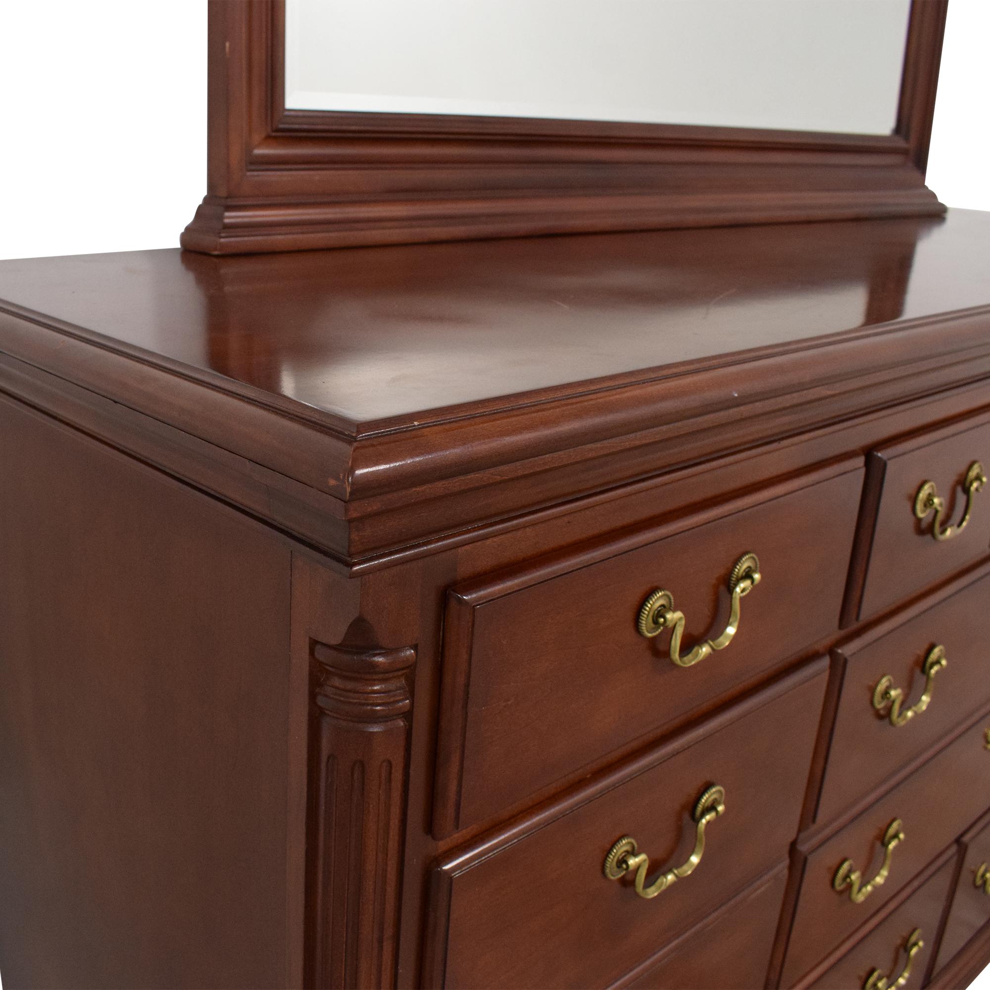 Thomasville Eight Drawer Dresser with Mirror / Dressers