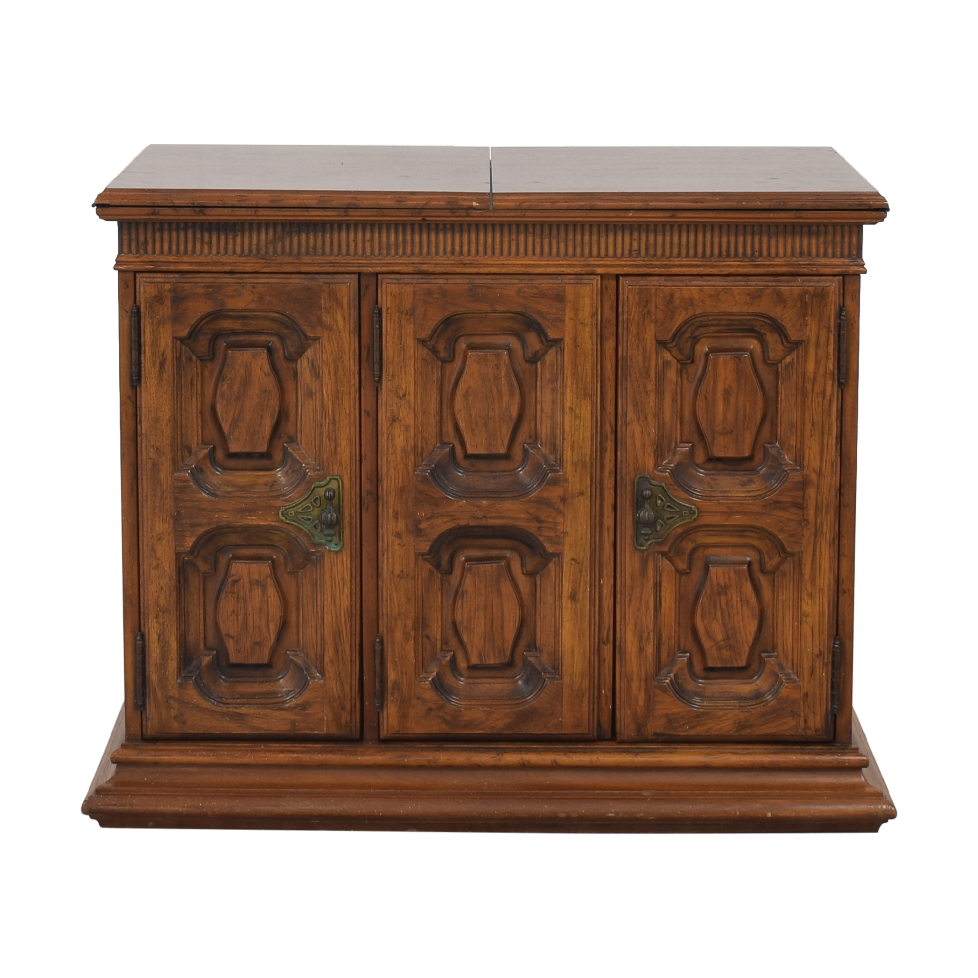 Heritage Heritage Extending Bar Cabinet for sale