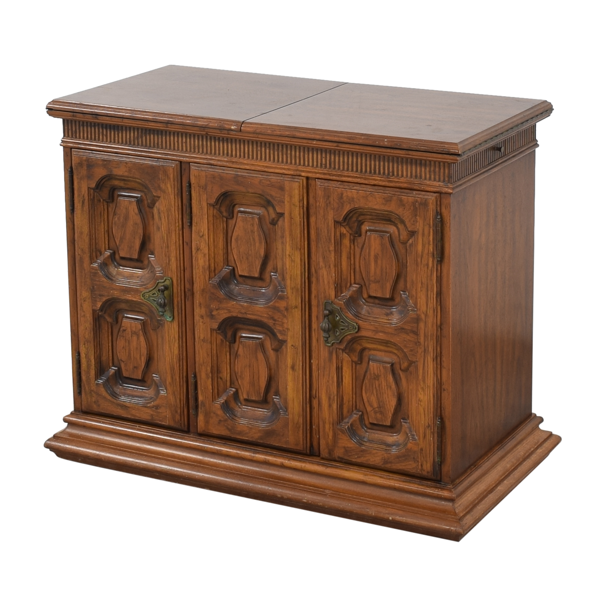 Heritage Heritage Extending Bar Cabinet used