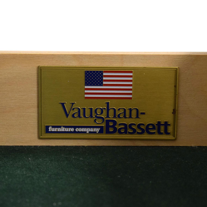 shop Vaughan-Bassett Vaughan-Bassett Grey Eight Drawer Dresser online