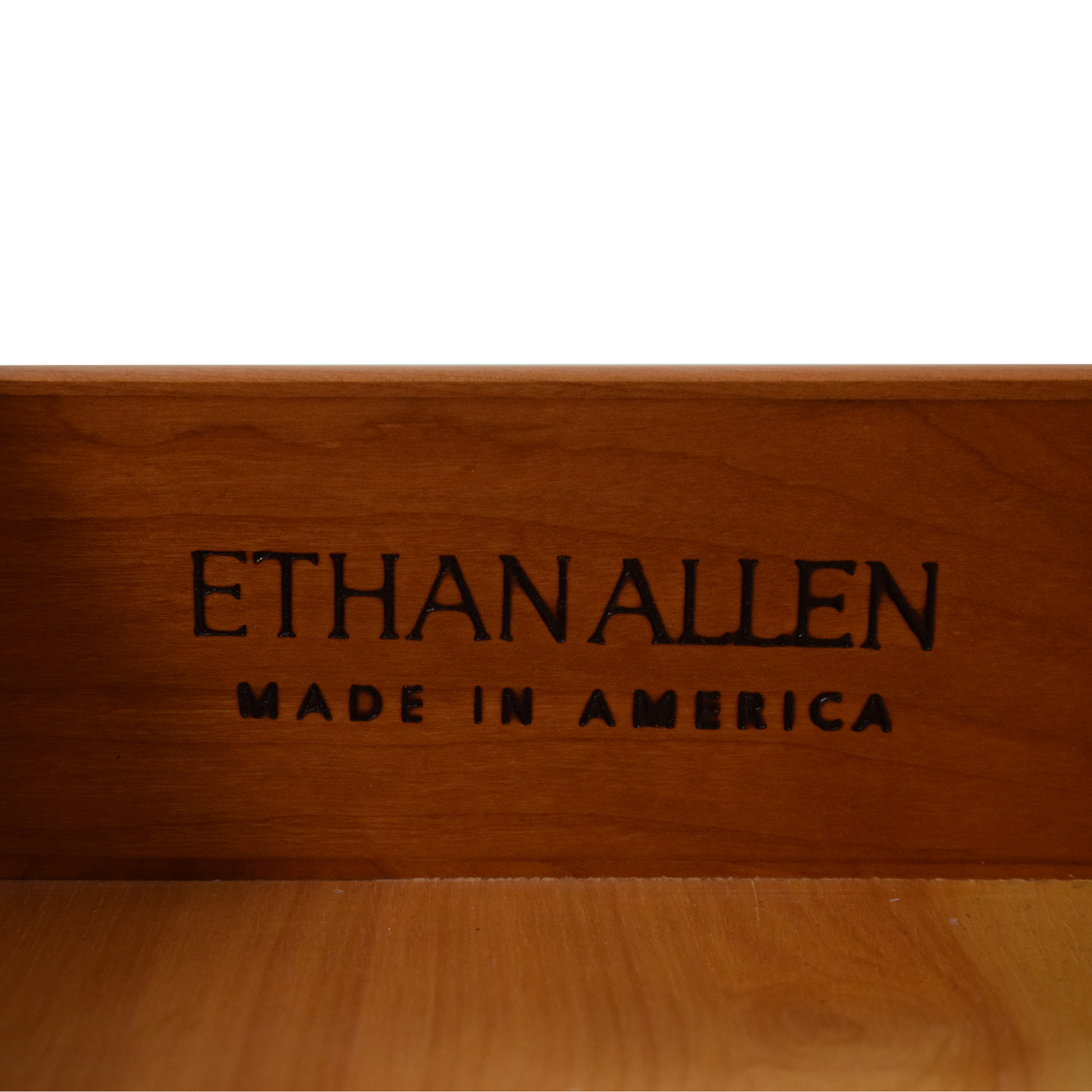 Ethan Allen Ethan Allen Avenue End Table pa