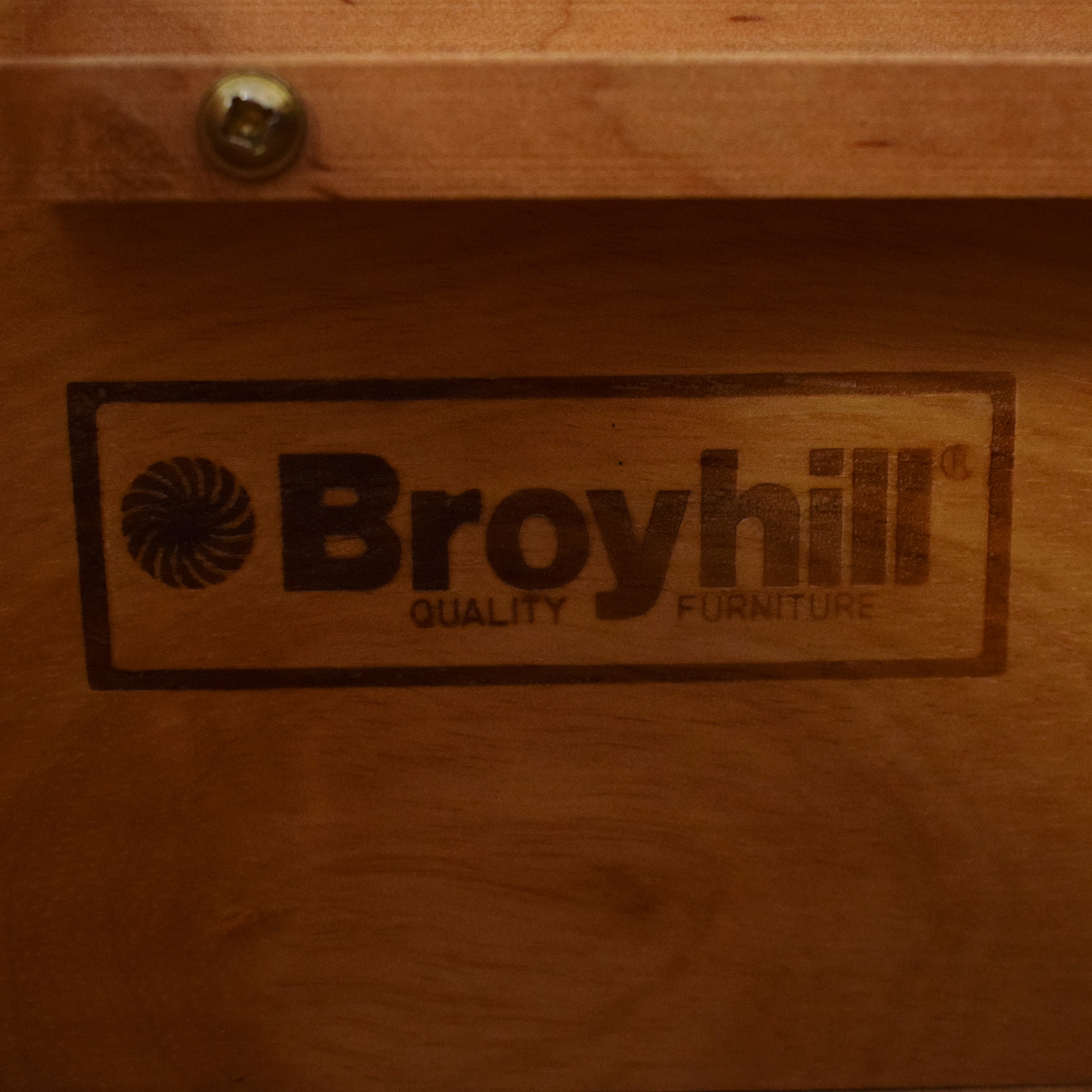 Broyhill Furniture Broyhill Shaker Style Dresser and Mirror pa