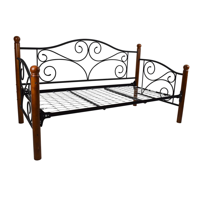 89% OFF - Doral Doral Daybed Frame / Beds