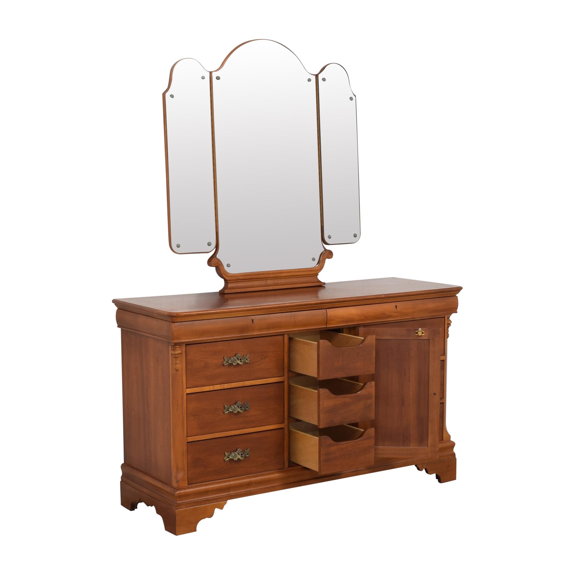 Lexington Furniture Betsy Cameron for Lexington Dresser with Mirror pa