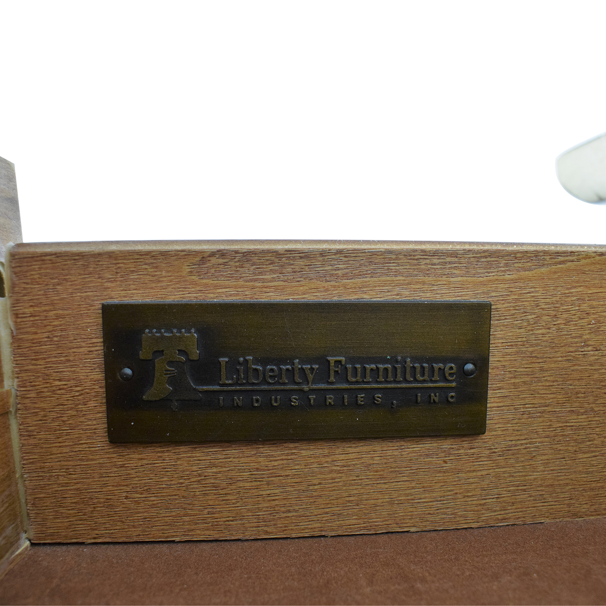 Liberty Furniture Liberty Furniture Raymond Chest in Rustic White second hand