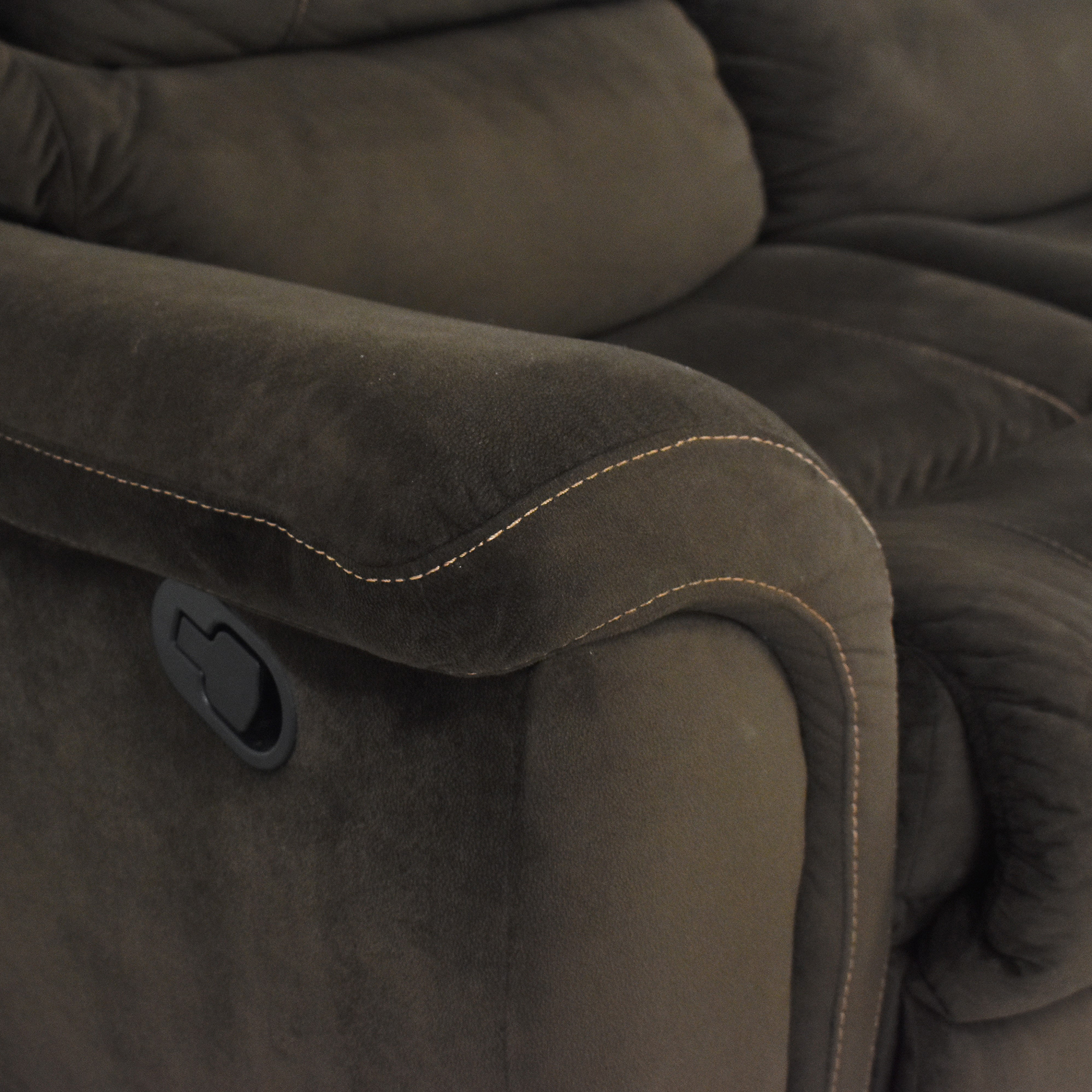 Raymour & Flanigan Raymour & Flanigan Double Recliner Loveseat ma