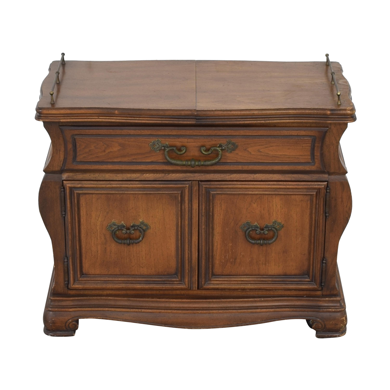 Vanleigh Furniture Vanleigh Expandable Bar Tabl for sale