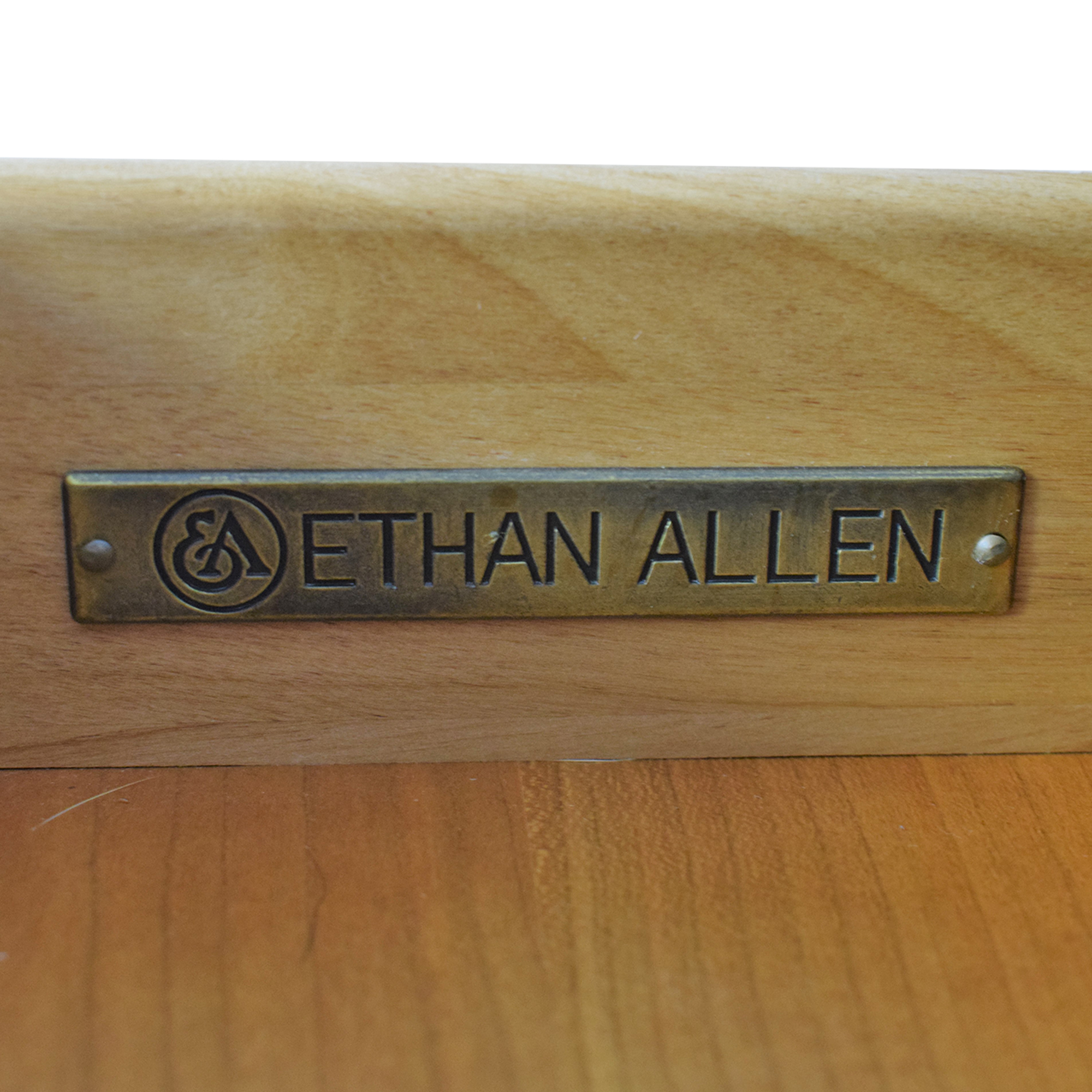 Ethan Allen Accent Table with Decorative Lock / Tables