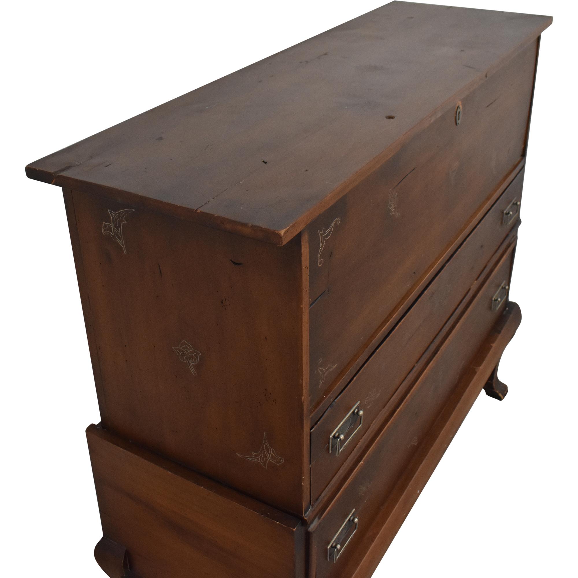 Vintage Chest of Drawers / Storage