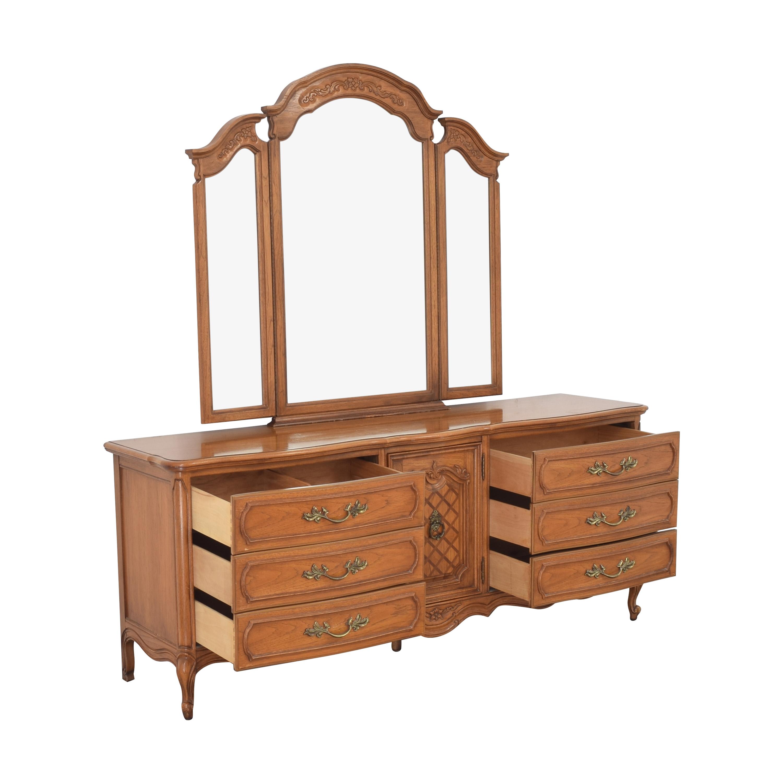 Thomasville Dresser with Trifold Mirror / Dressers