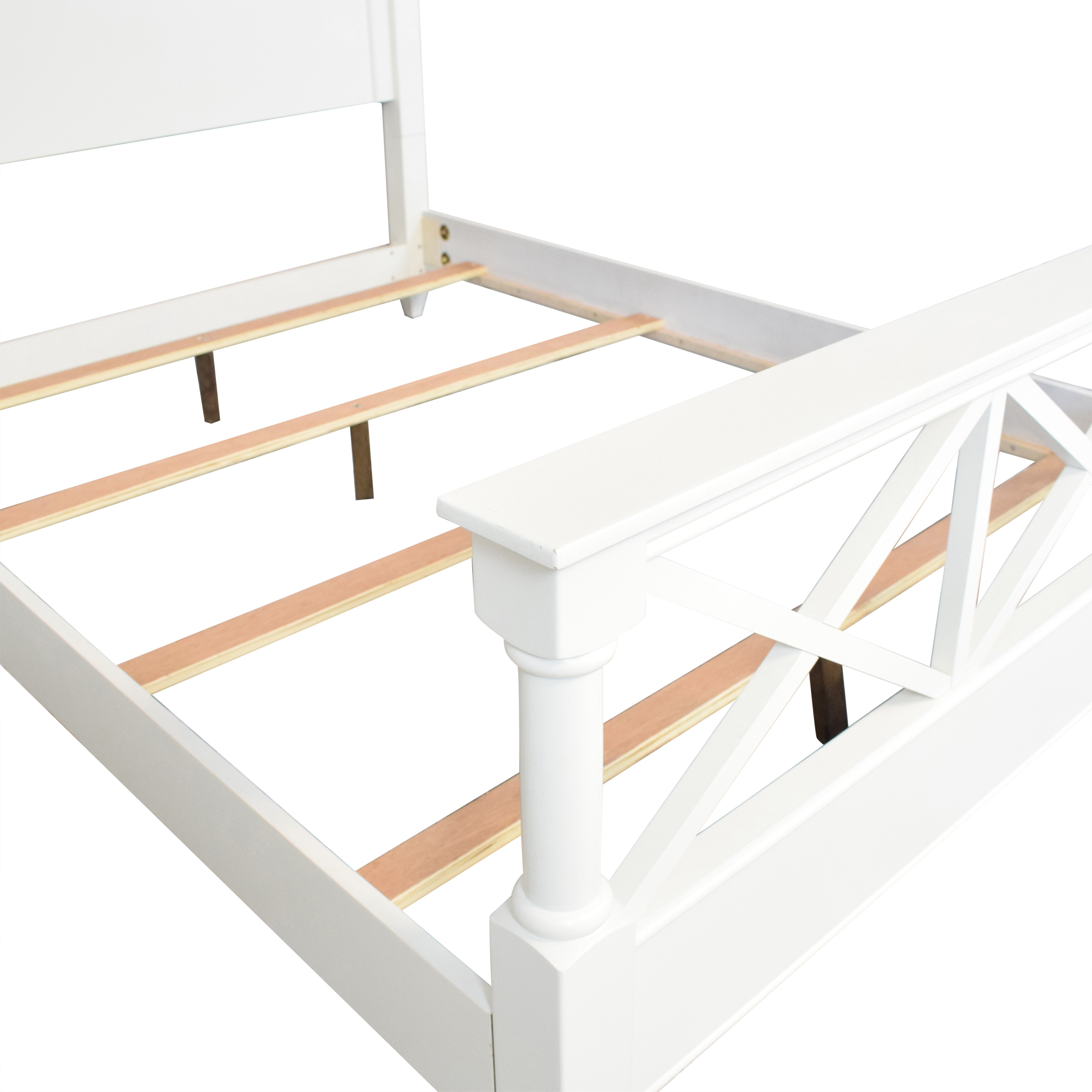 Raymour & Flanigan Raymour & Flanigan Retreat Queen Bed white