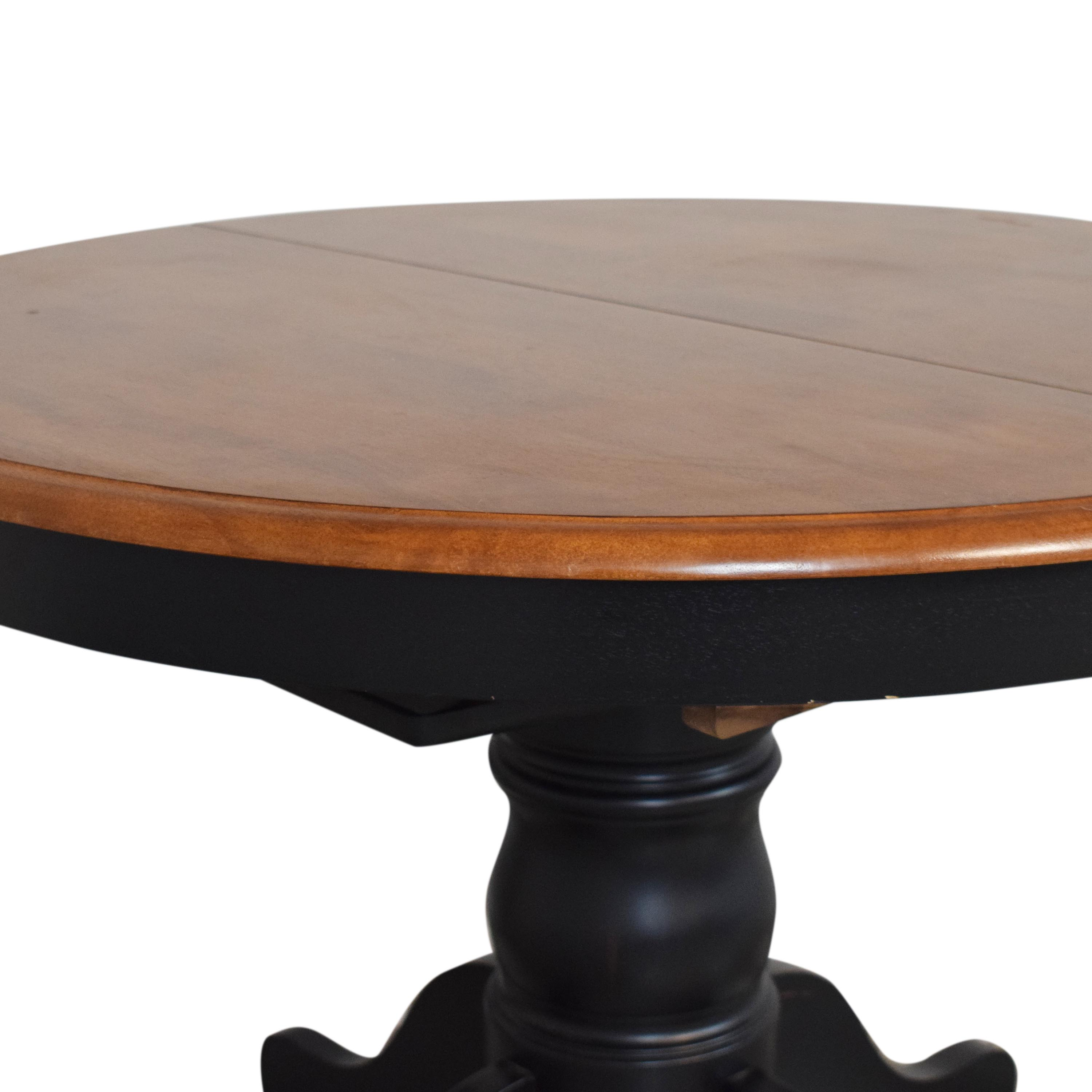 Raymour & Flanigan Raymour & Flanigan Expandable Dining Table ct