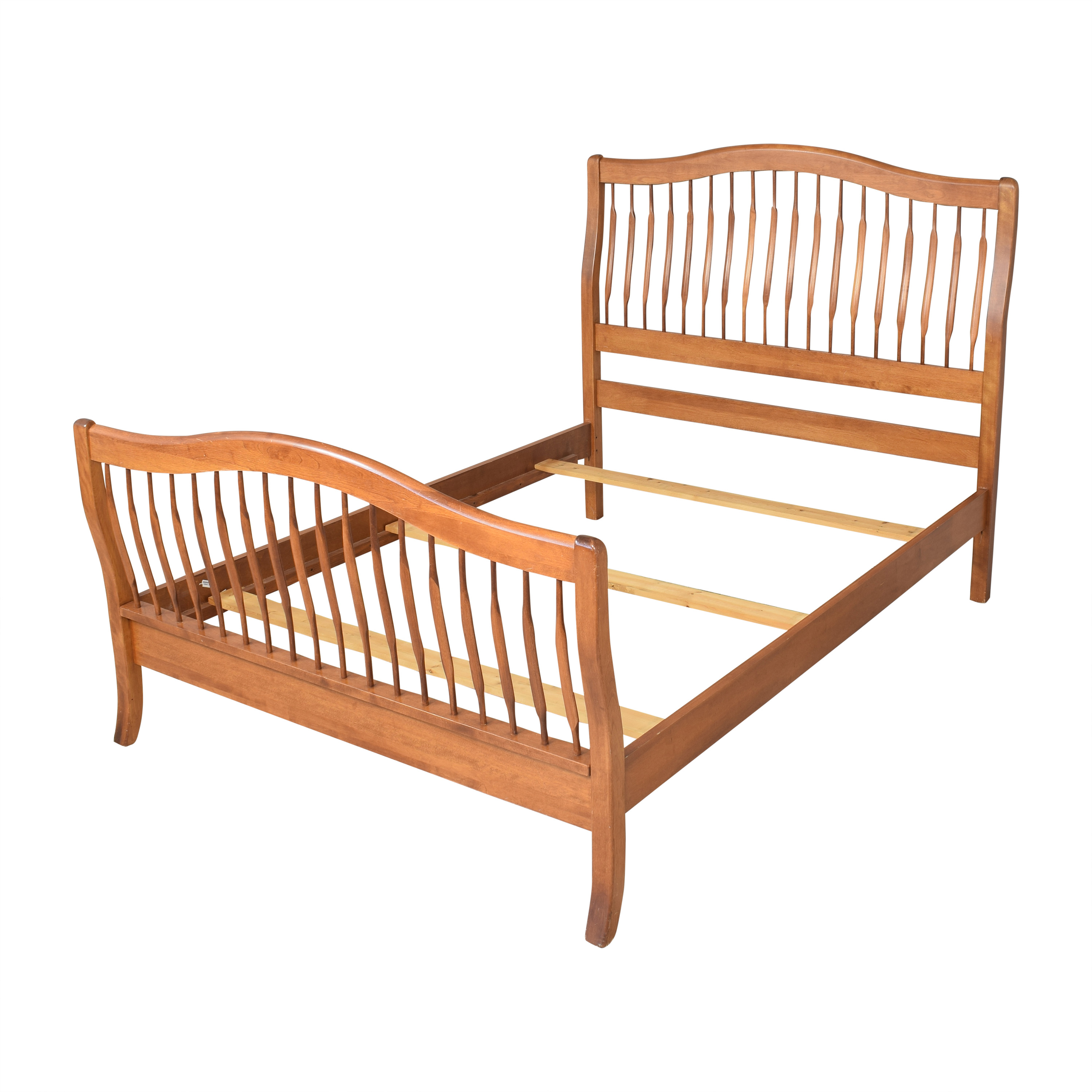 Nichols & Stone Queen Sleigh Bed / Beds