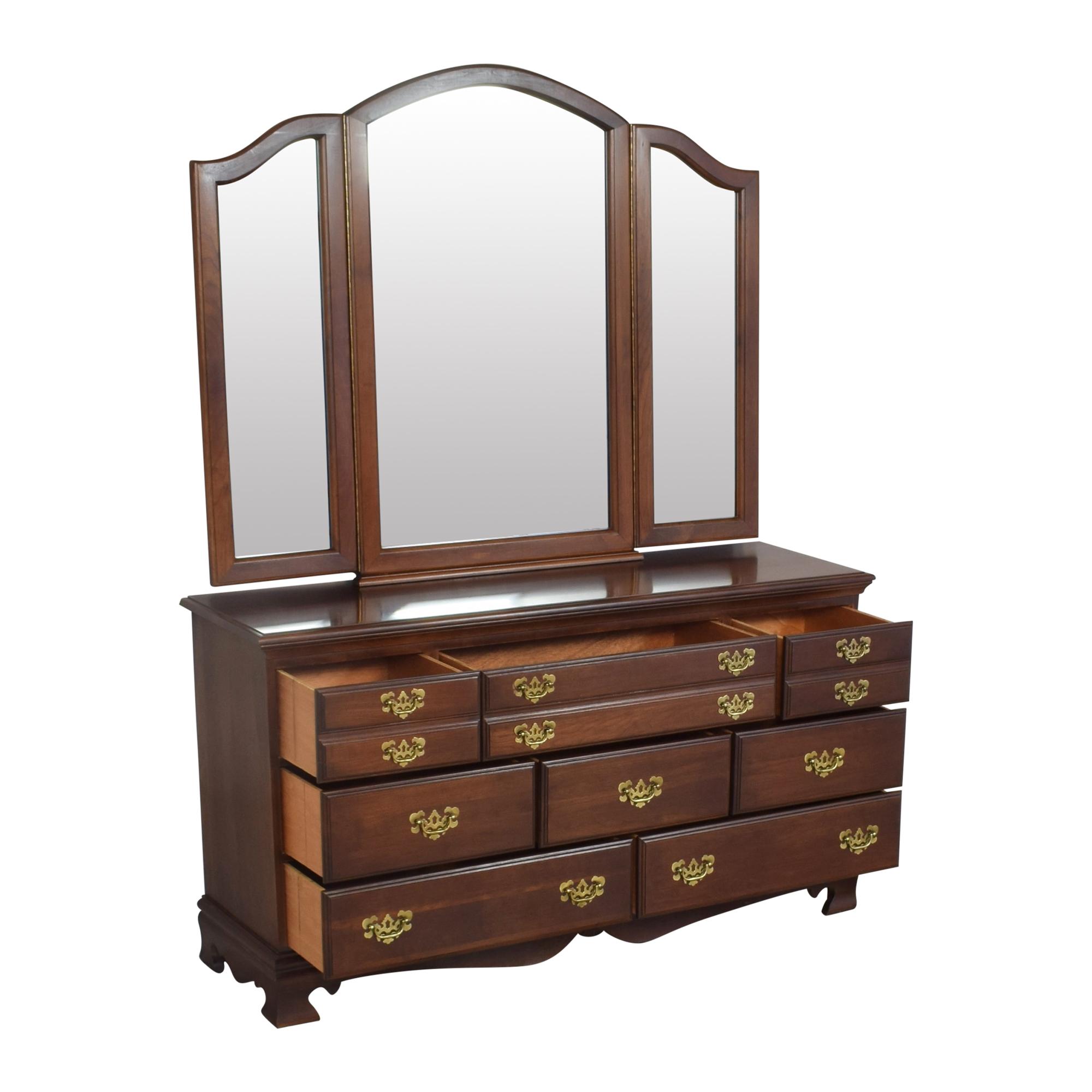 Dresser with Three Panel Mirror pa