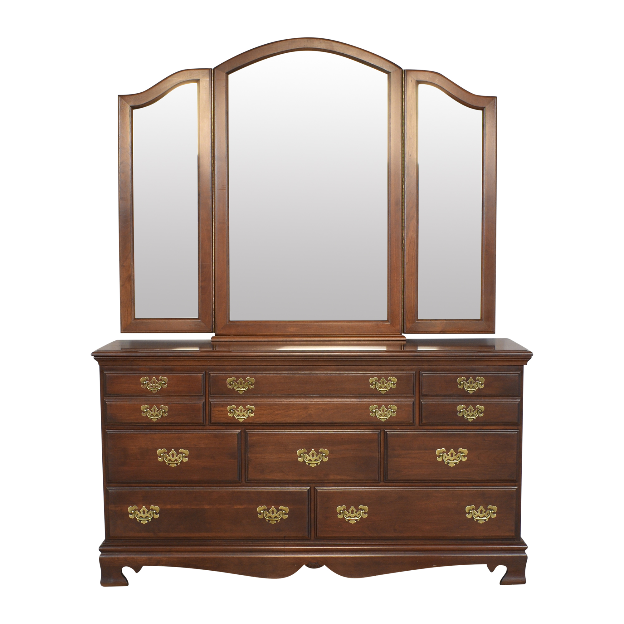 Dresser with Three Panel Mirror / Dressers