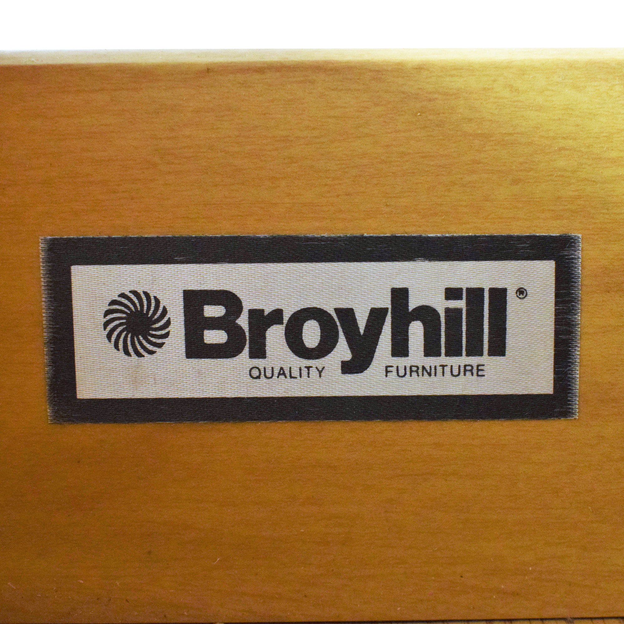 Broyhill Furniture Broyhill Furniture Lighted Bookcase brown