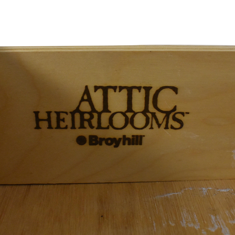 Broyhill Furniture Broyhill Attic Heirlooms Nine Drawer Dresser ct