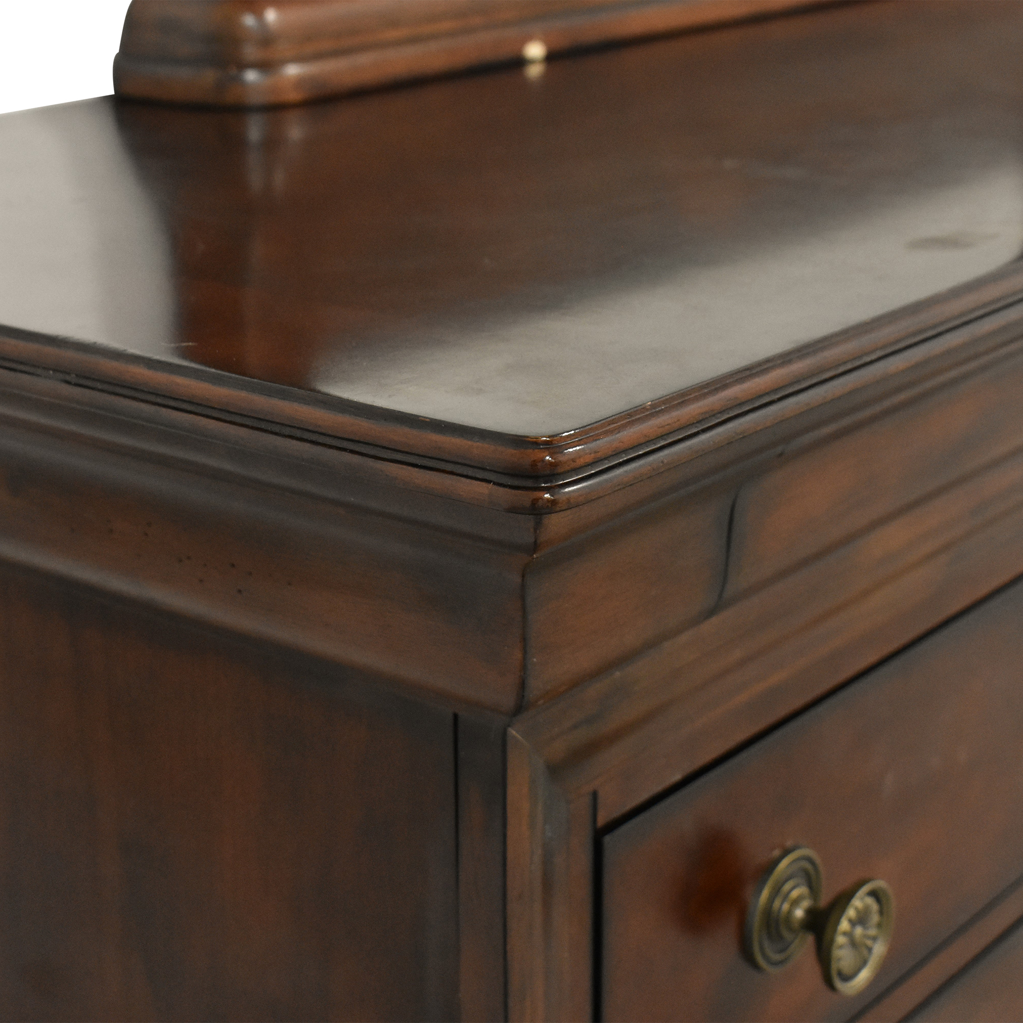 Bassett Furniture Bassett Eight Drawer Dresser with Mirror second hand