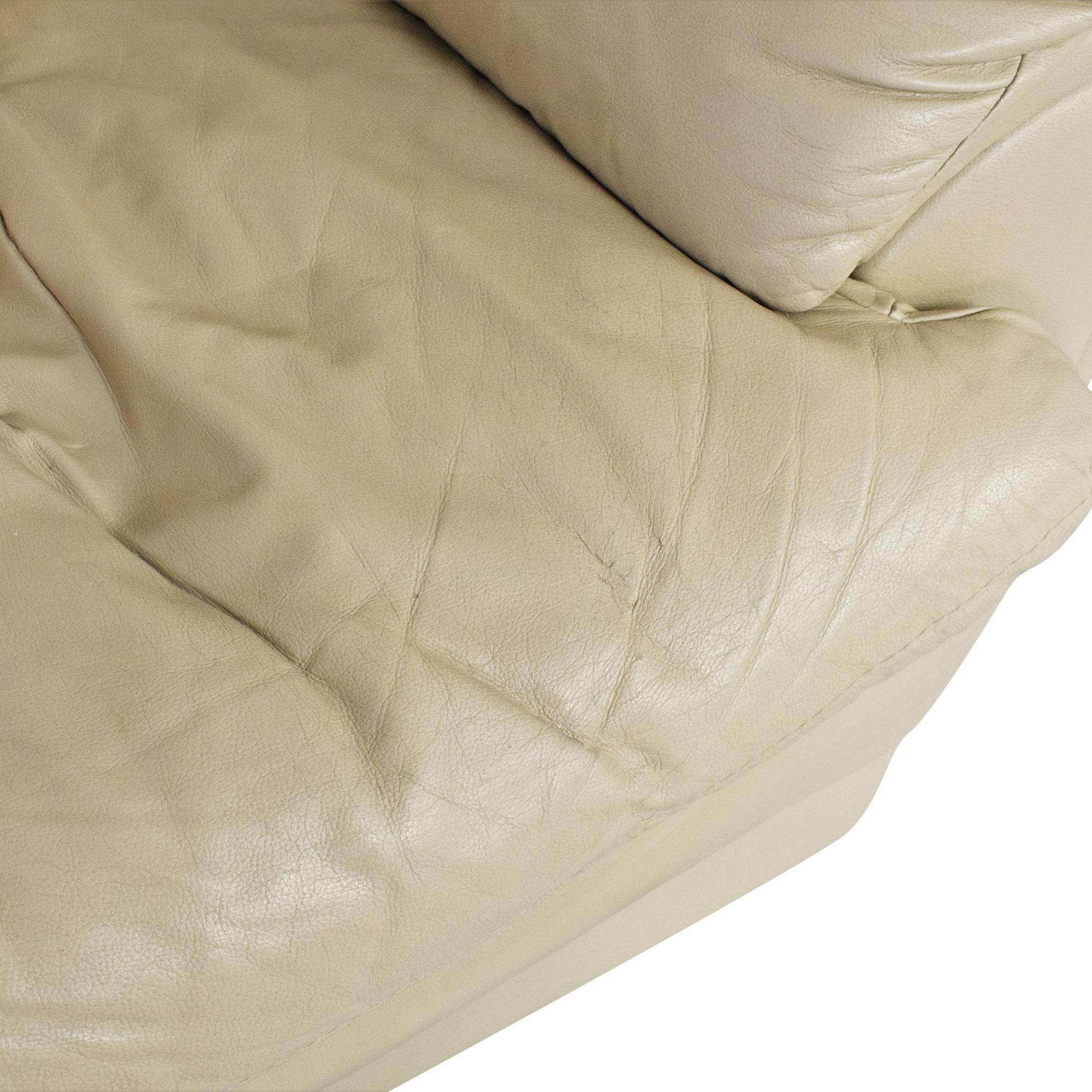 Raymour & Flanigan Raymour & Flanigan Padded Arm Chair dimensions