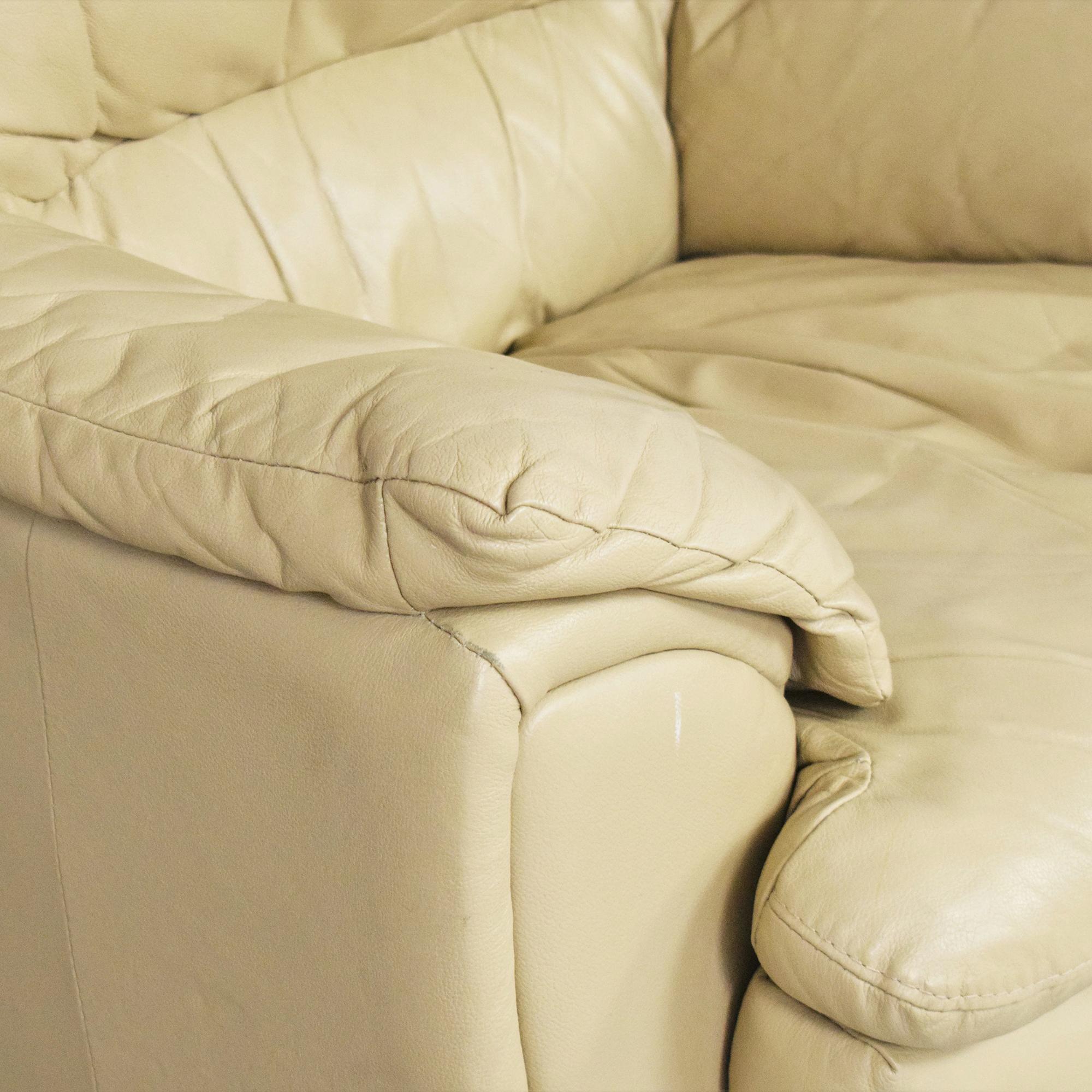 Raymour & Flanigan Raymour & Flanigan Padded Arm Chair ct