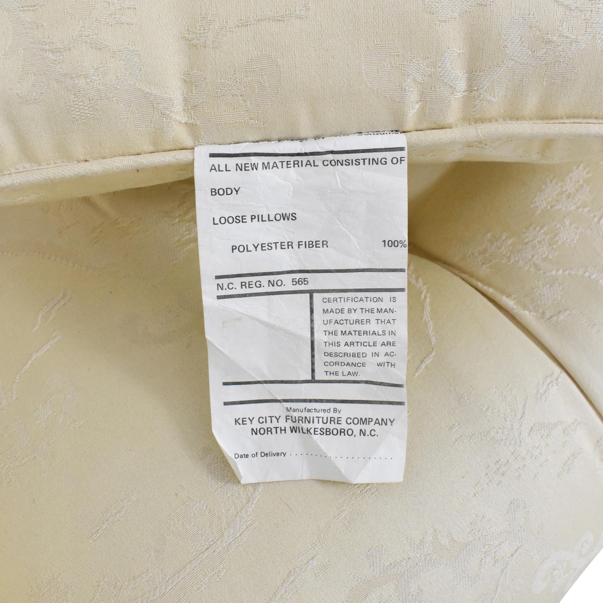 Tufted Bench Cushion Sofa