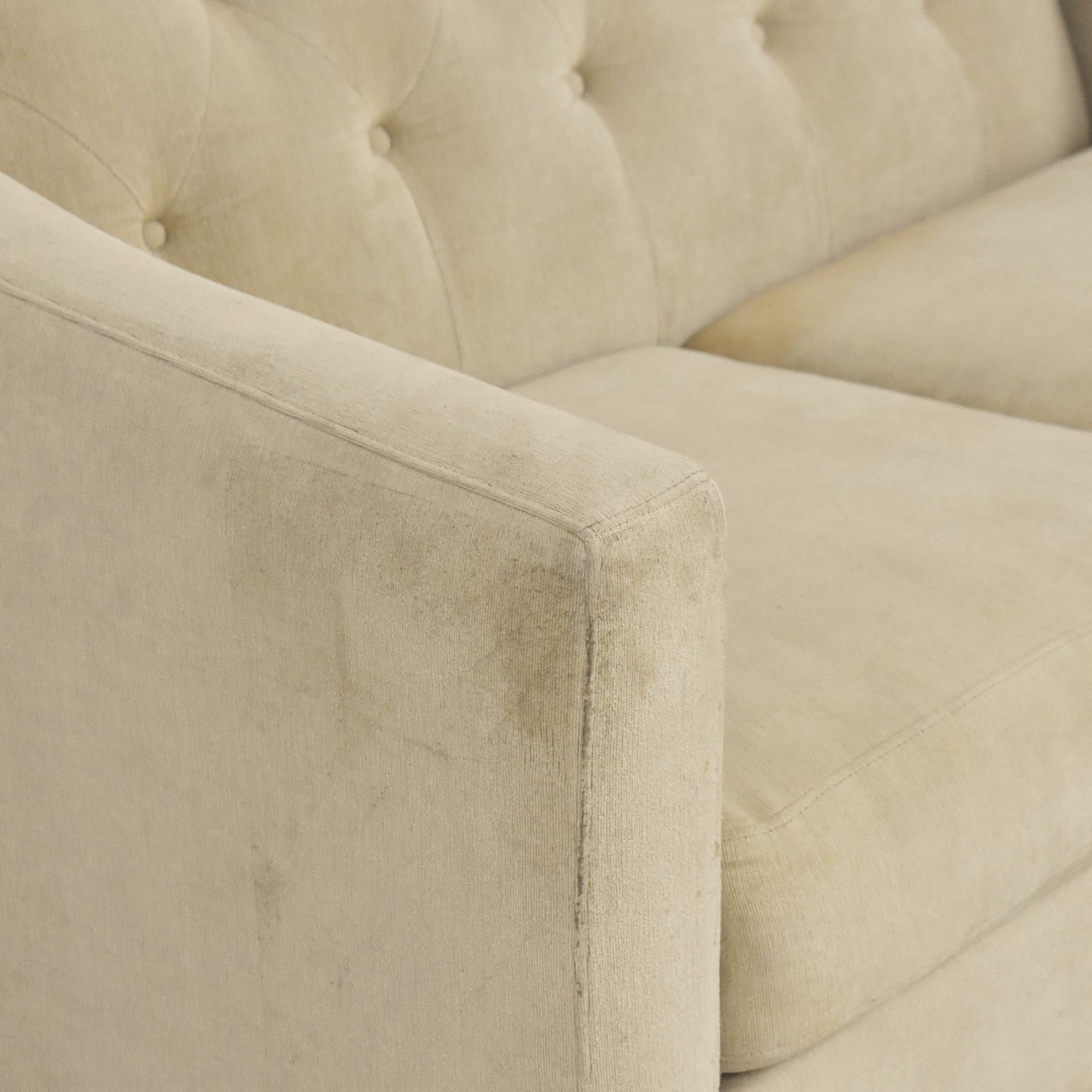 Raymour & Flanigan Raymour & Flanigan Tufted Loveseat second hand