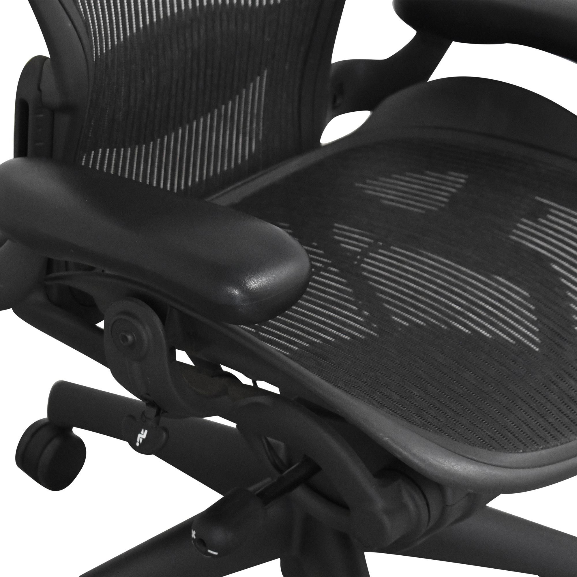 Herman Miller Herman Miller Aeron Size B Swivel Desk Chair used
