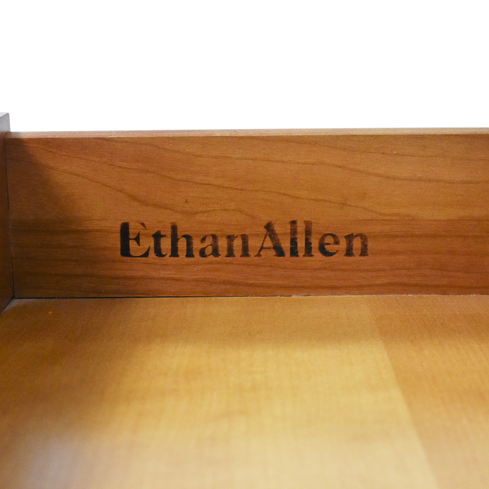 Ethan Allen Ethan Allen Georgian Court End table pa