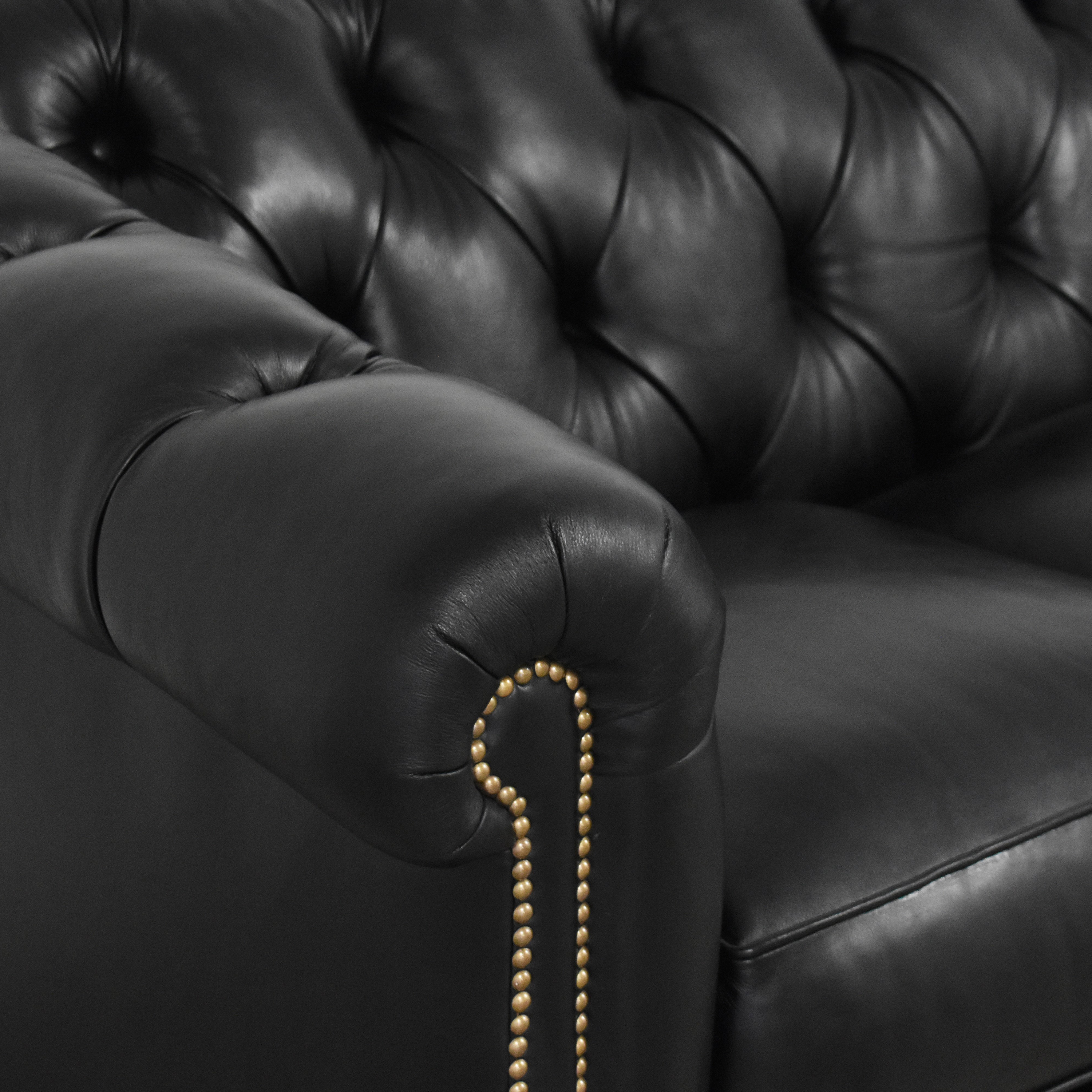 Classic Leather Classic Sofa Montclair Tufted Chesterfield Sofa used