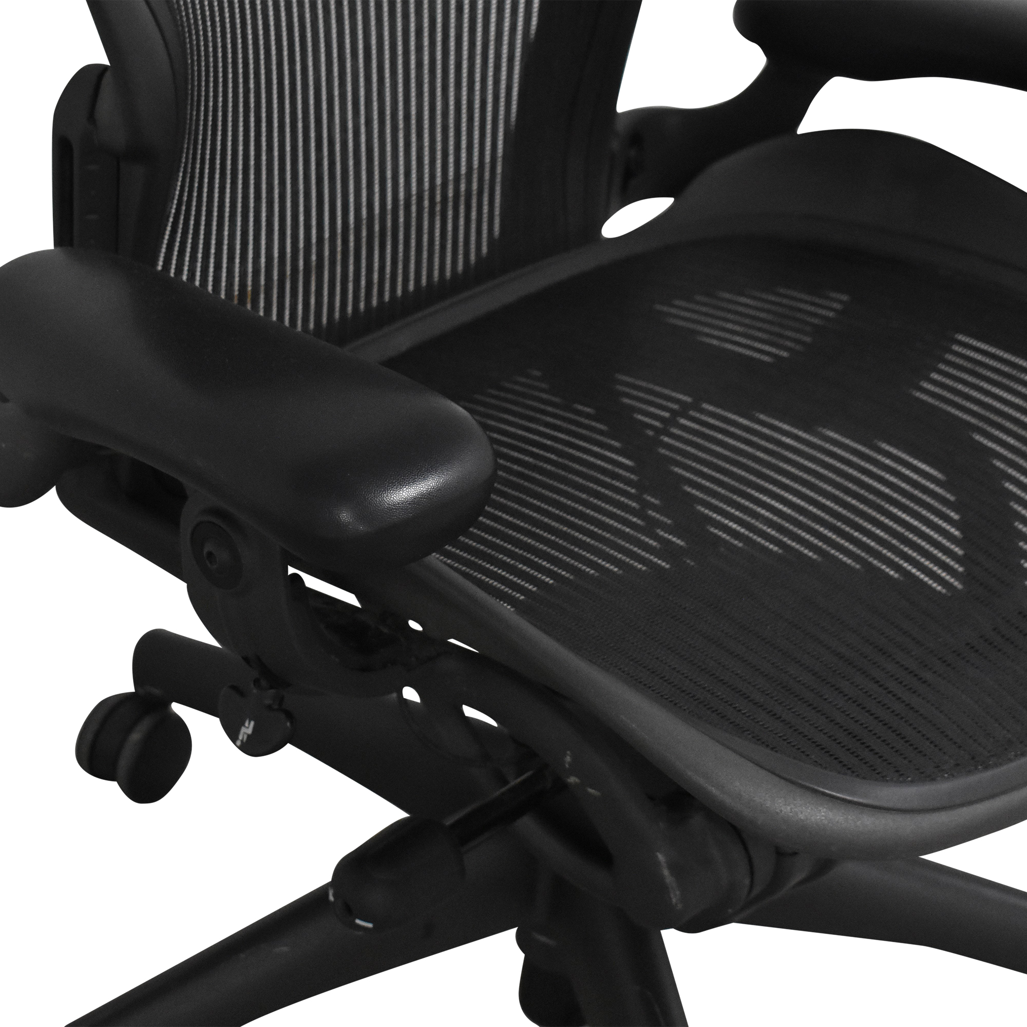 Herman Miller Herman Miller Aeron Size B Swivel Desk Chair dimensions