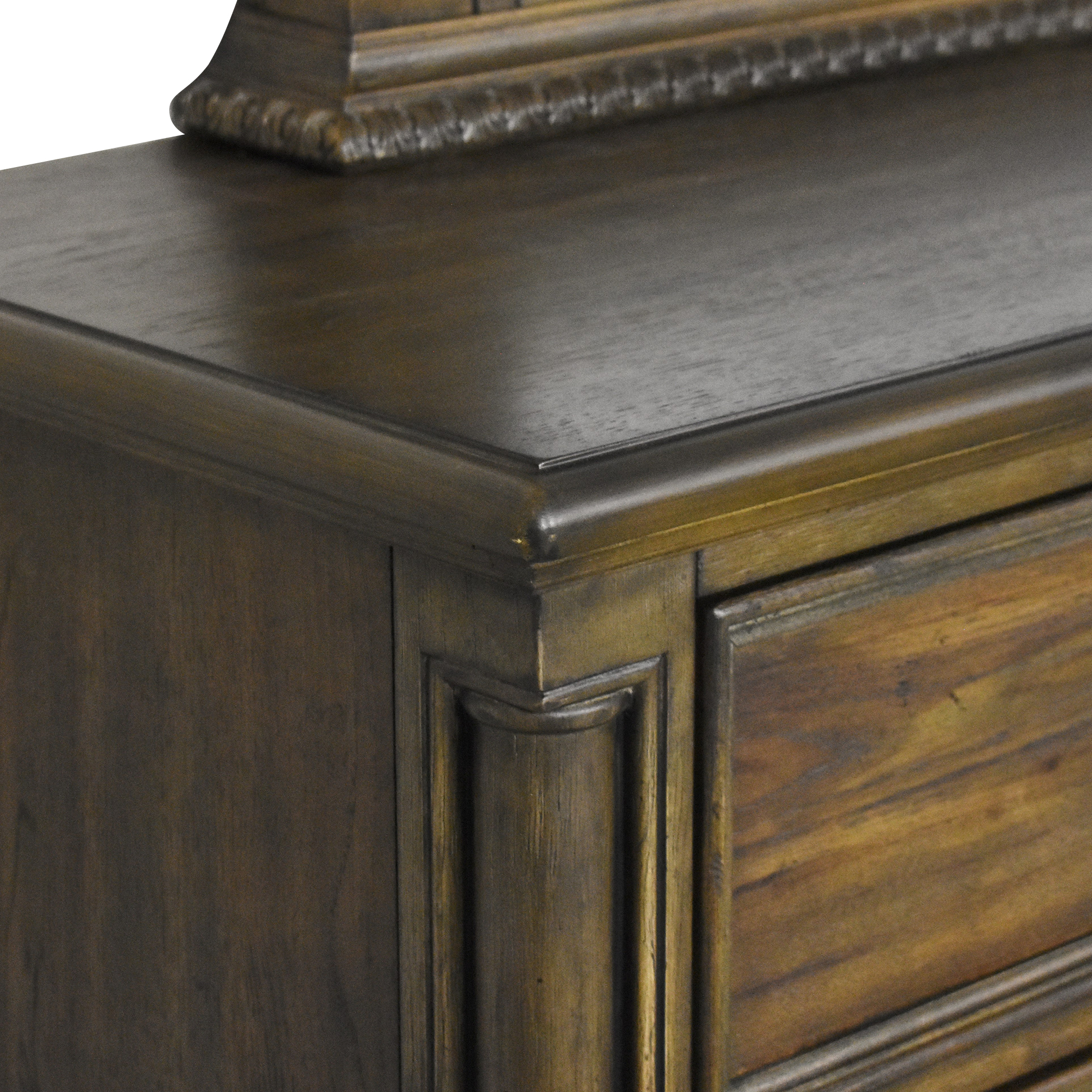 Raymour & Flanigan Raymour & Flanigan Castlehaven Bedroom Dresser with Mirror ma