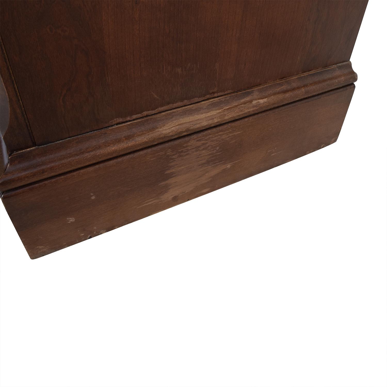 Vaughan Bassett Hardwood Dresser with Mirror Storage