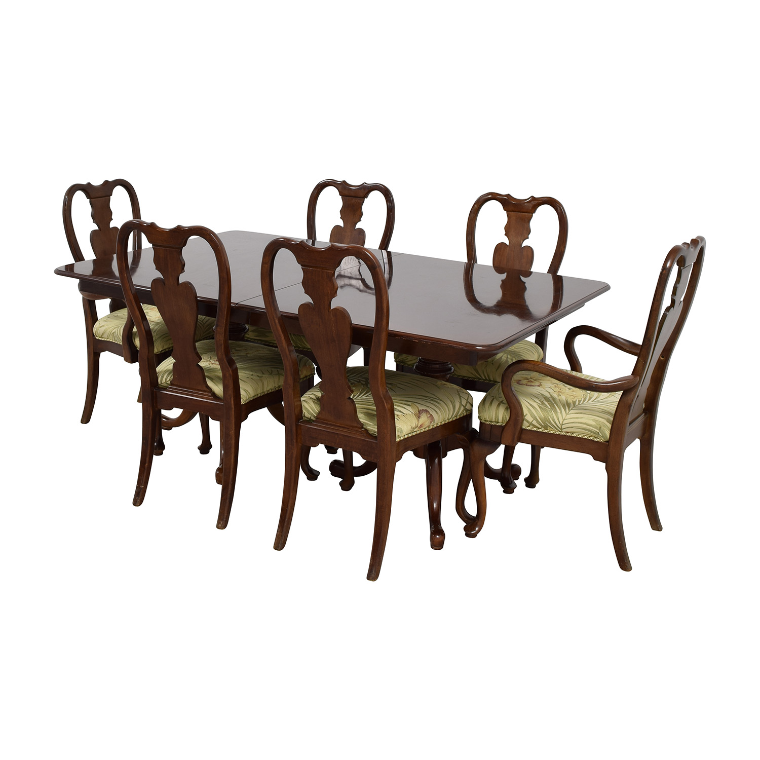 Classic Extendable Two Leaf Table with Six Chairs / Tables