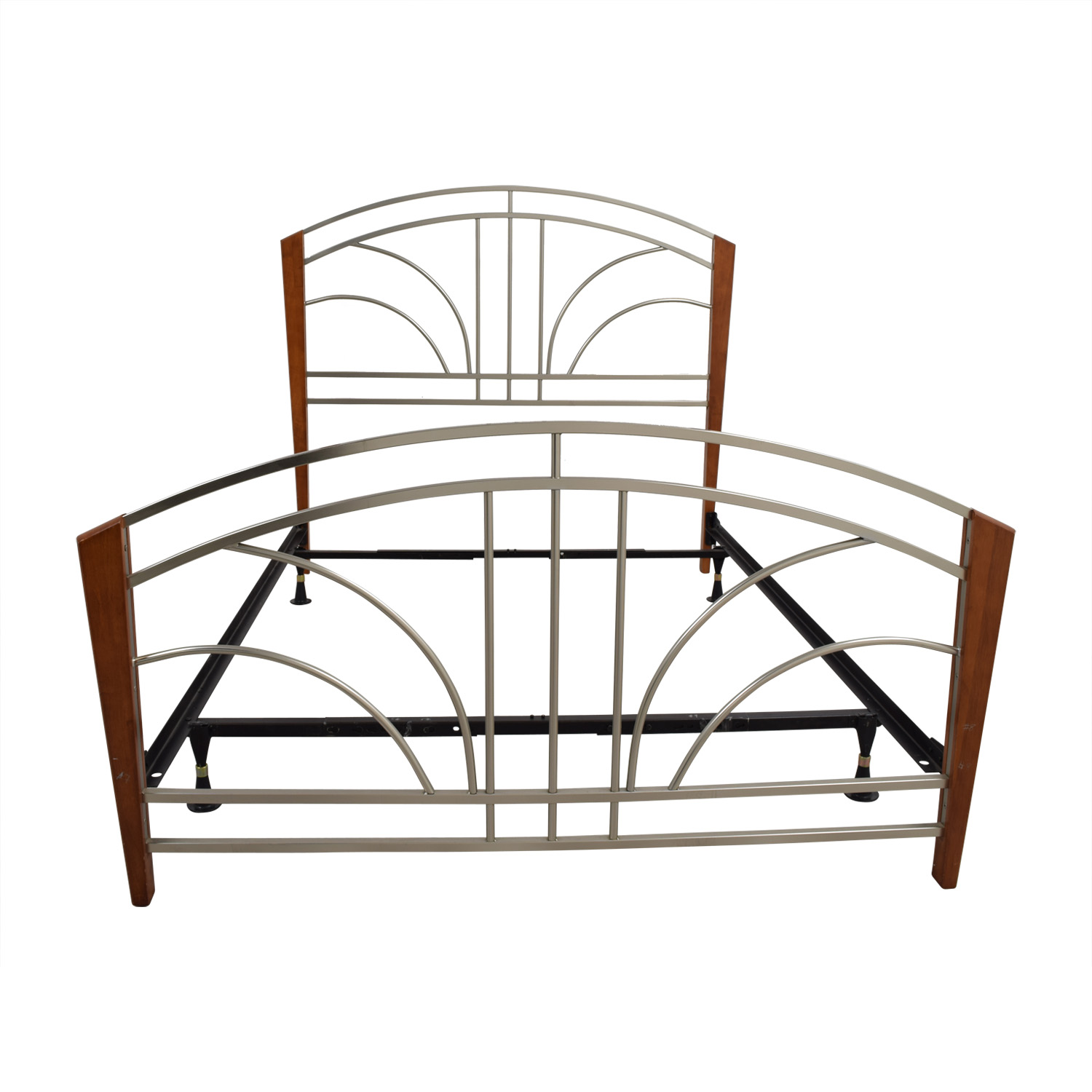 Wood Post and Metal Frame Queen Bed Frame
