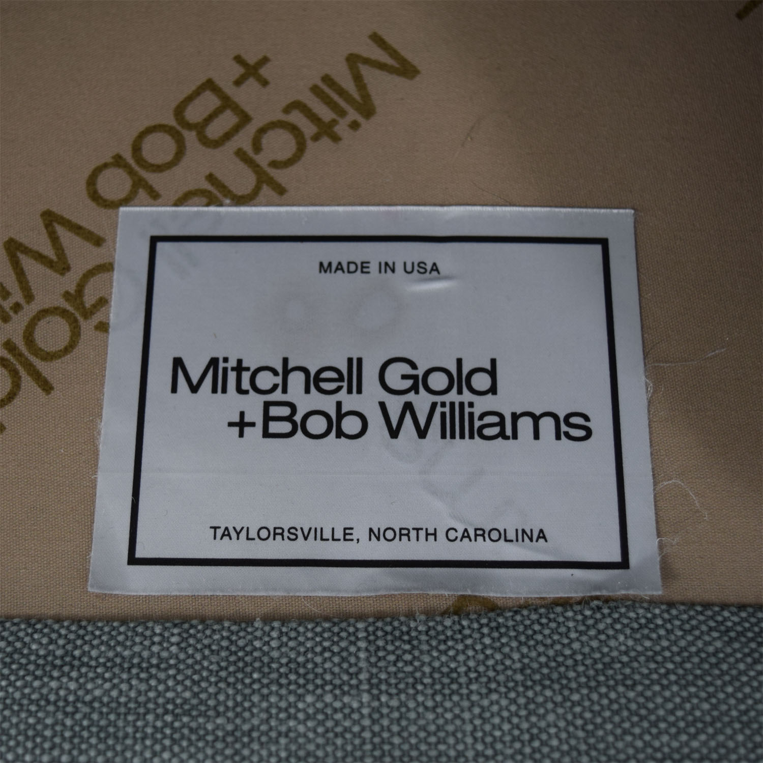 Mitchell Gold + Bob Williams Mitchell Gold + Bob Williams Gray Three-Cushion One Armed Sofa nj