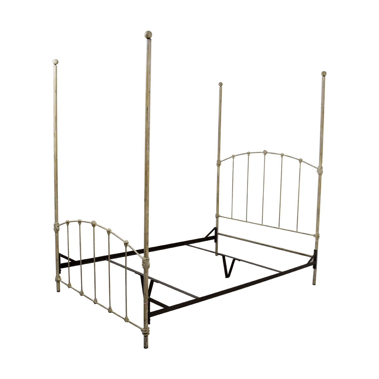 82 Off Wrought Iron Distressed White Four Poster Bed Beds