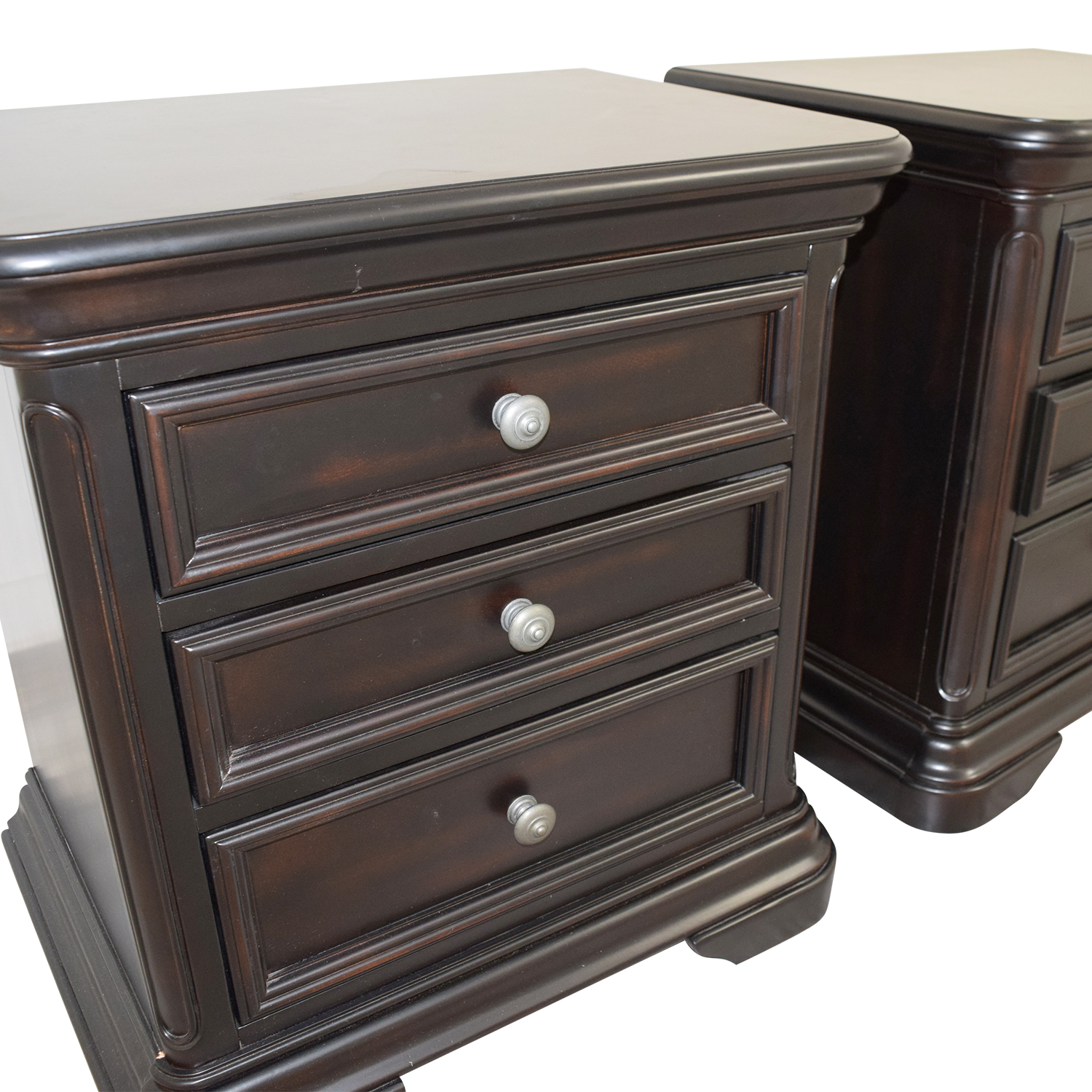 Raymour & Flanigan Raymour & Flanigan Three-Drawer Night Stands dimensions