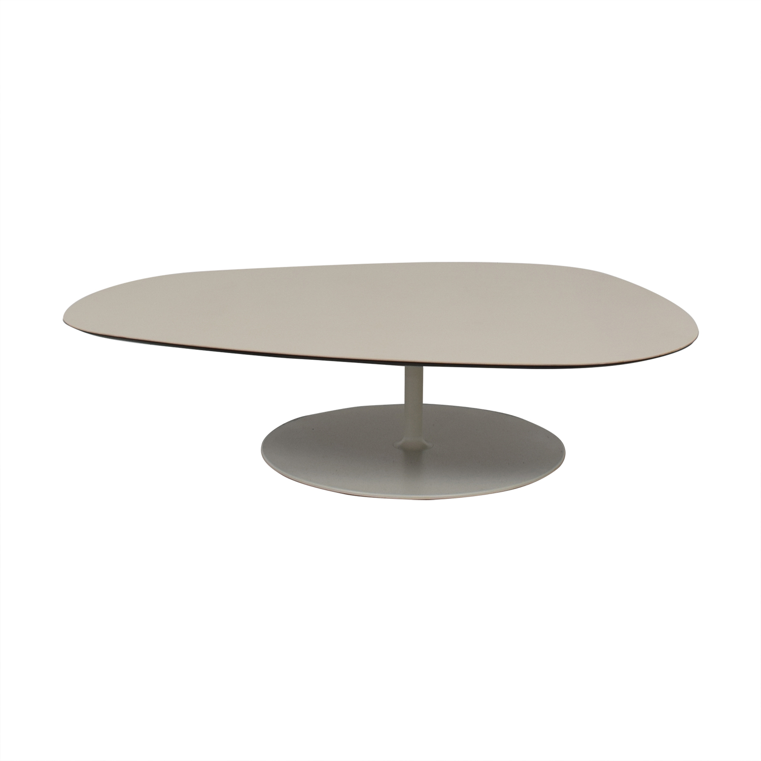 Moroso Phoenix White Rounded Triangular Table / Sofas