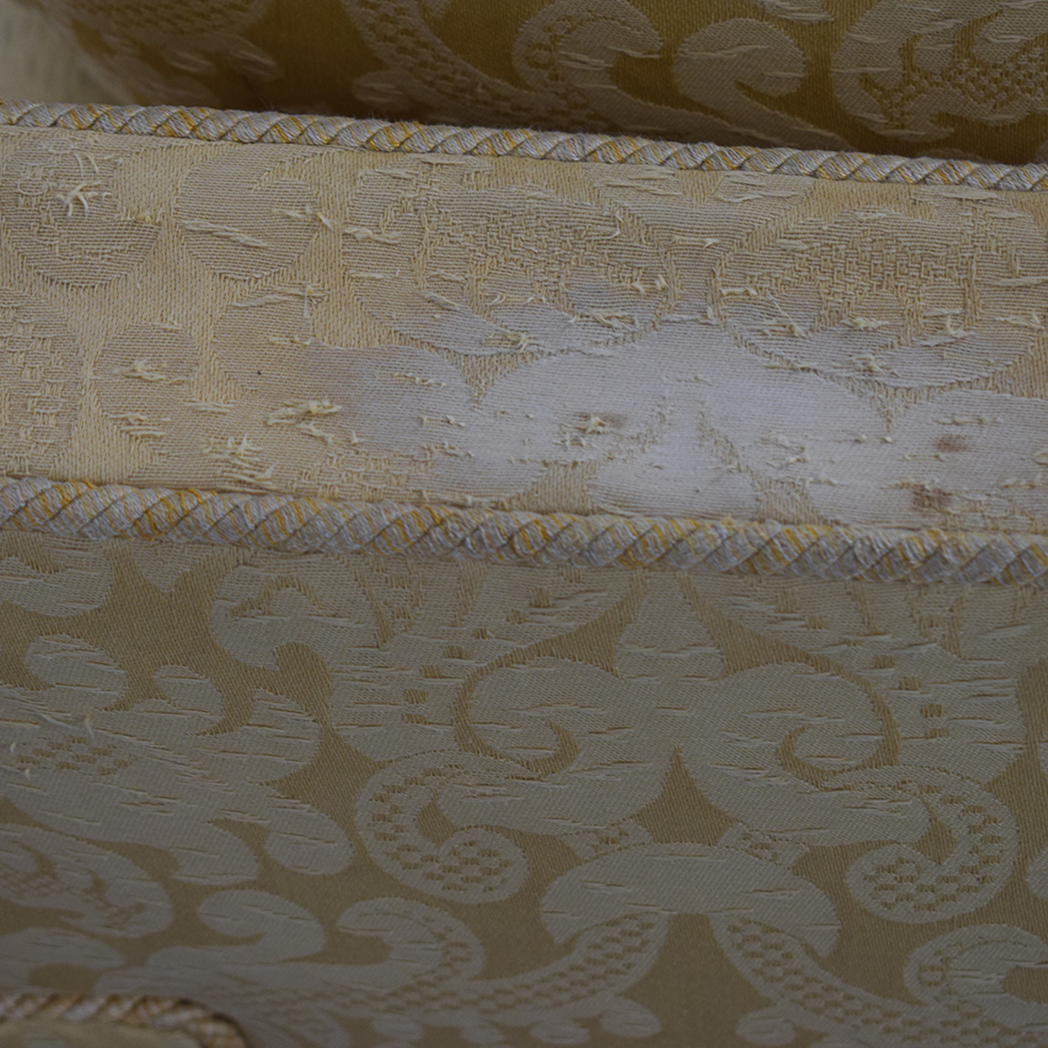 Gold and White Damask Three-Cushion Sofa / Classic Sofas