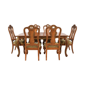 Raymour & Flanigan Raymour & Flanigan Extendable Wood Dining Set used