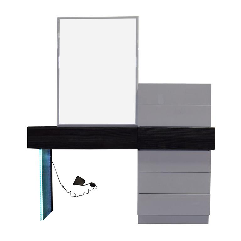 Wade Logan Wade Logan Linehan Seven-Drawer Dresser and Desk discount