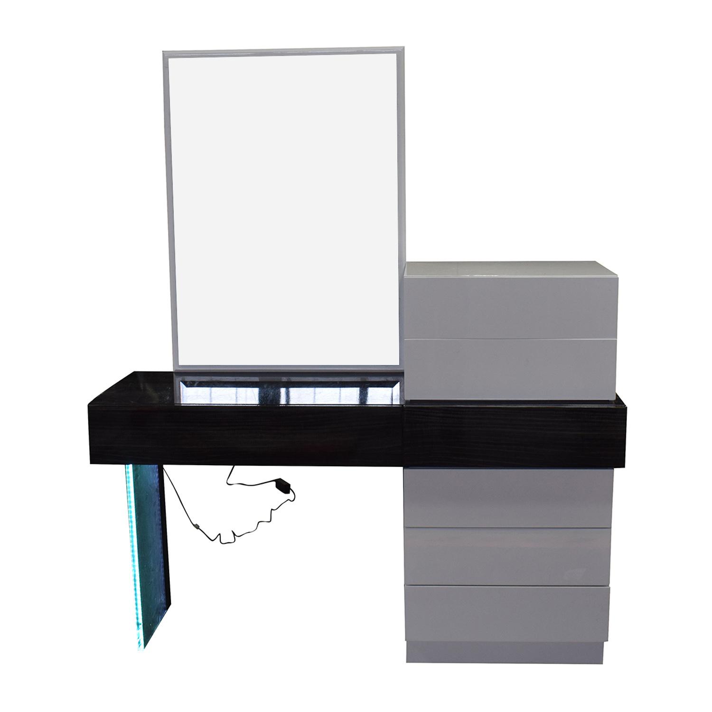 Wade Logan Wade Logan Linehan Seven-Drawer Dresser White/Black