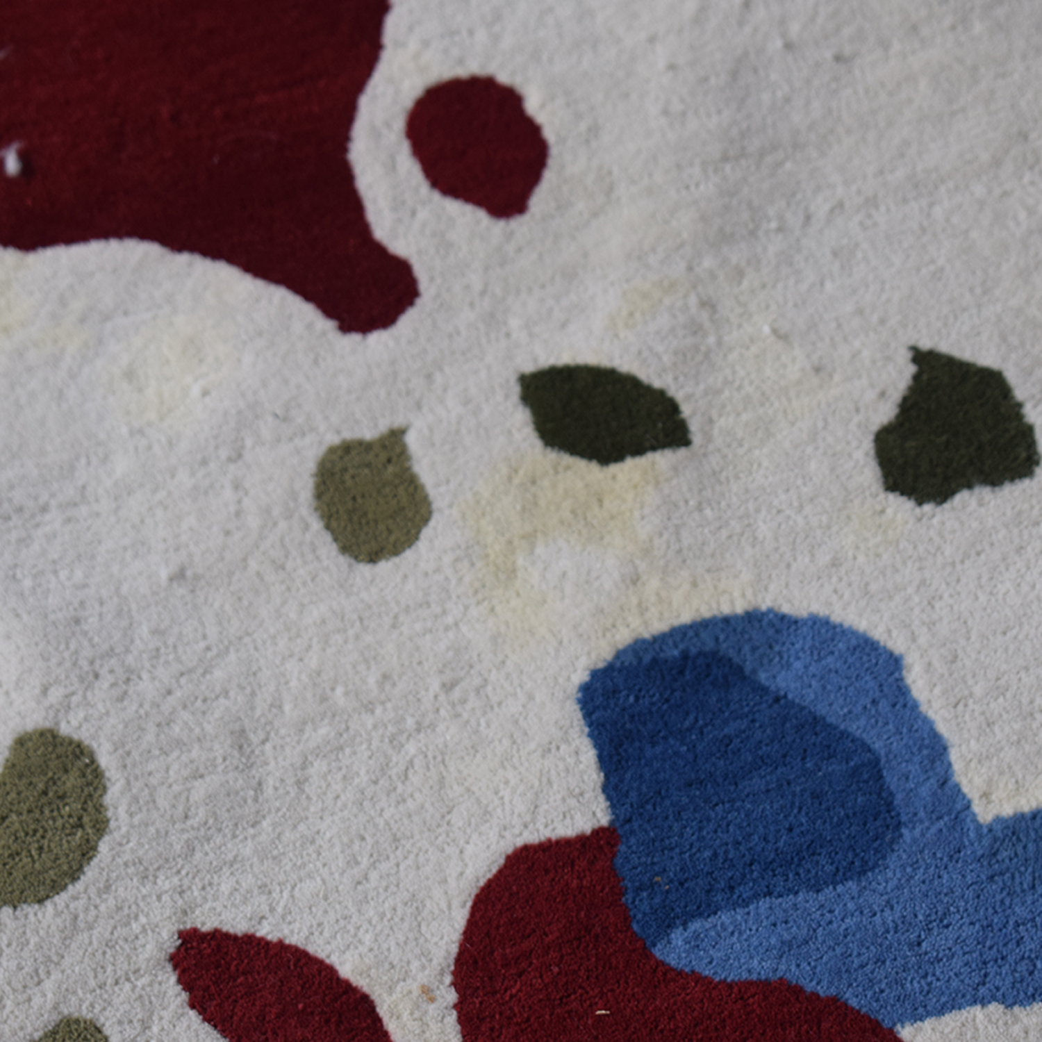 Obeetee Round Multi-Colored Hand Tufted Rug / Decor