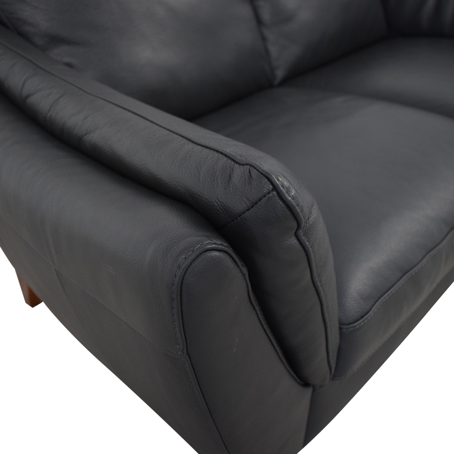 Raymour & Flanigan Greccio Leather Loveseat Raymour & Flanigan