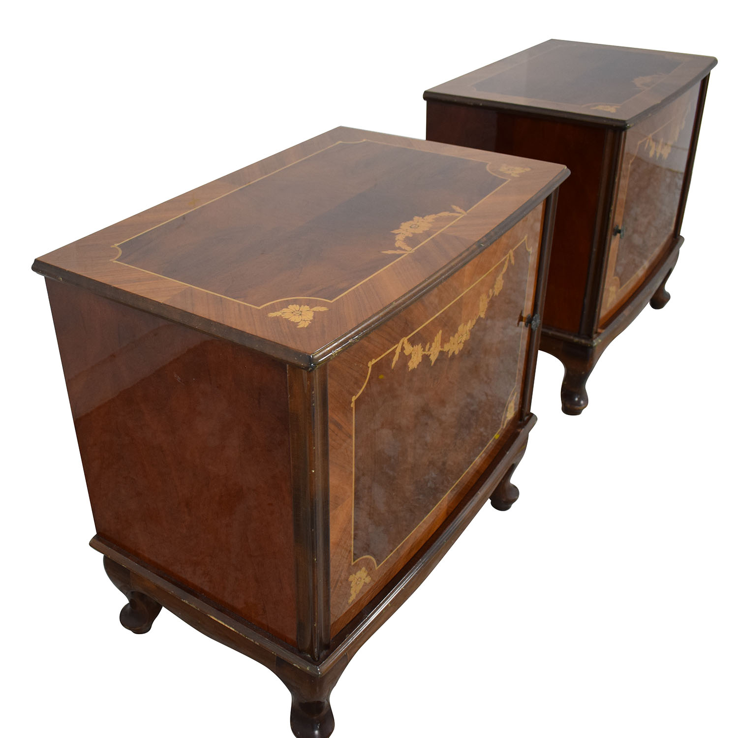 Roma Furniture Nighstands used