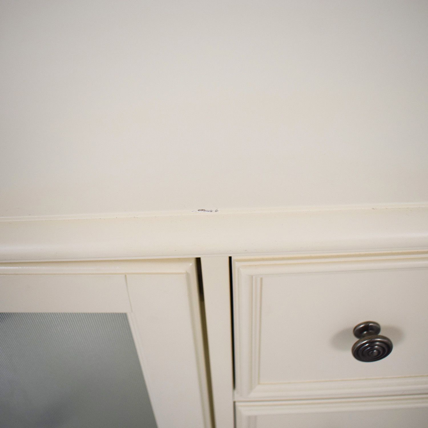 Raymour & Flanigan Raymour & Flanigan Somerset Bedroom Dresser off white