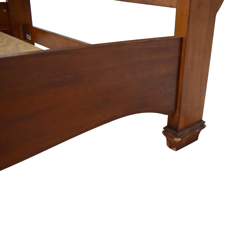 Lexington Furniture Wooden Sleigh Bed / Beds
