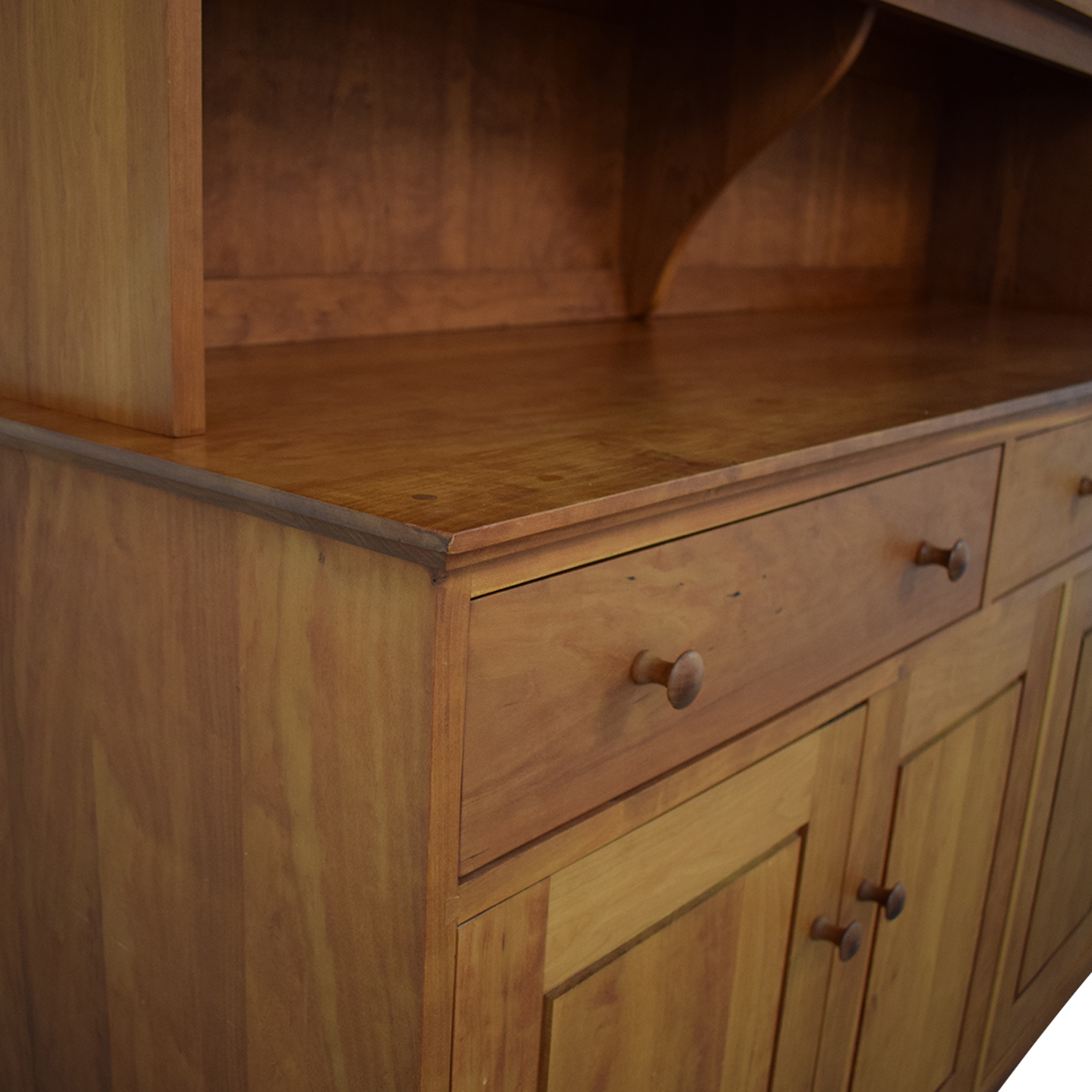 Thorn & Company Hutch / Cabinets & Sideboards